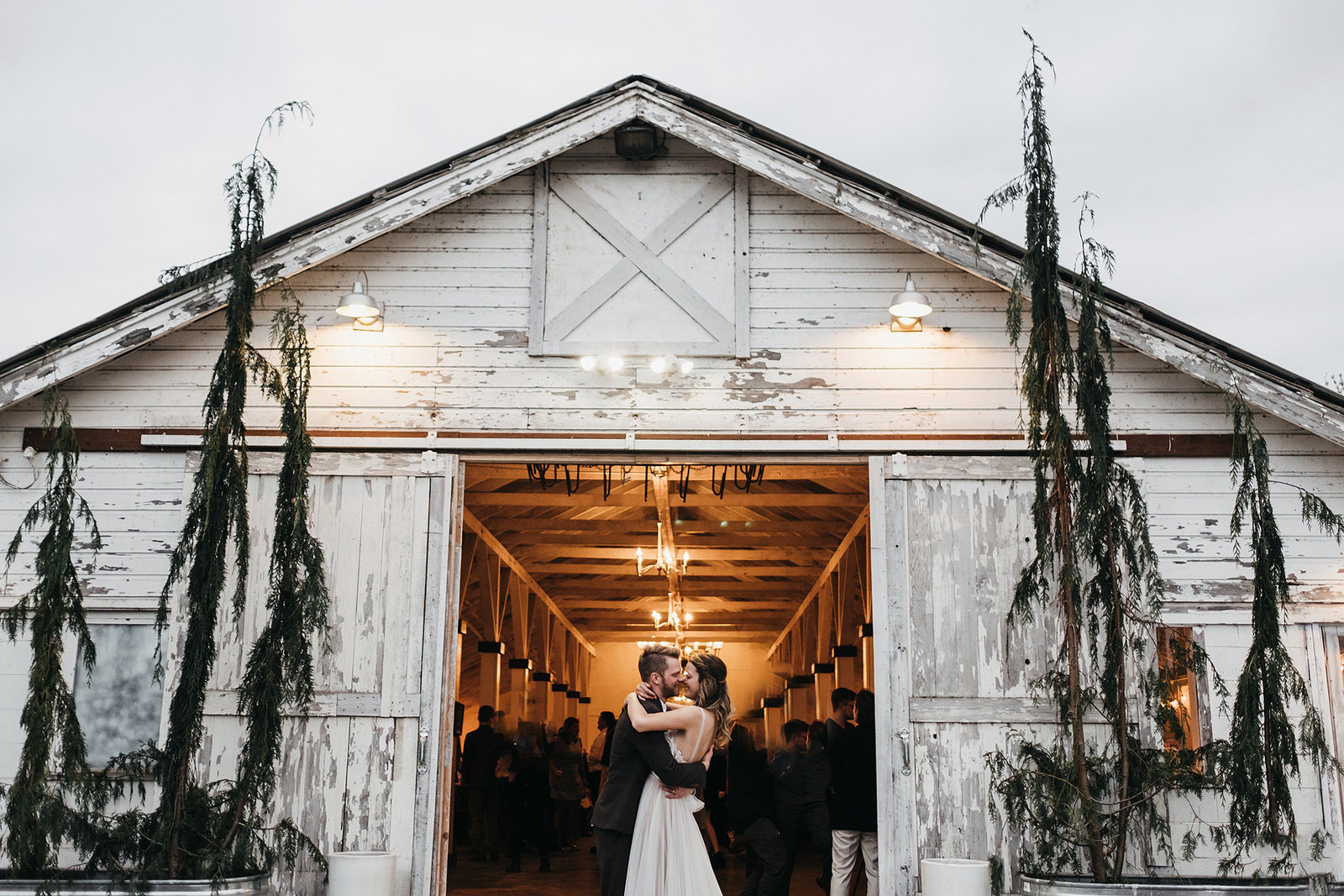 athena-and-camron-seattle-wedding-photographer-dairyland-snohomish-rustic-barn-wedding-flowers-styling-inspiration-lauren-madison-86