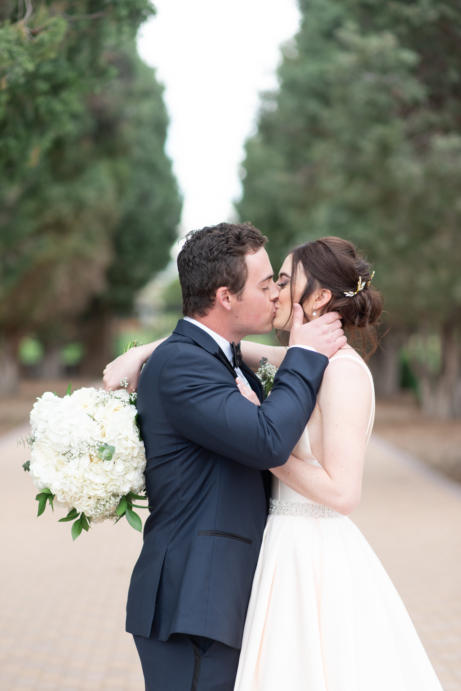 Classic wedding portraits of bride and groom at Highlands Ranch Mansion