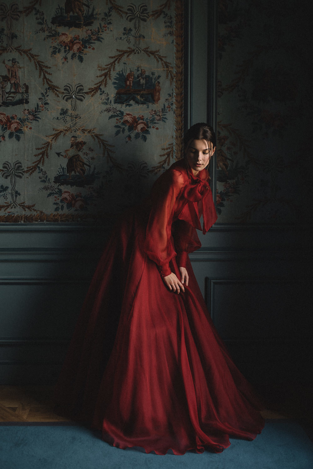 JoanneFlemingDesign-red-silk-dramatic-wedding-dress-davidwickhamphoto (9)