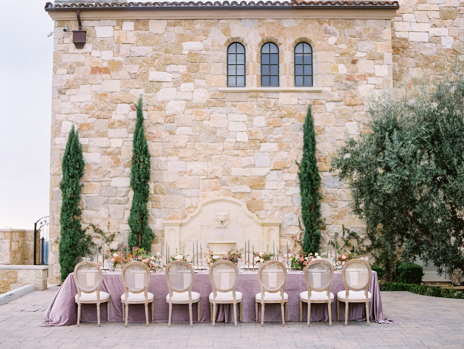 PuraSoulPhoto_MalibuRockyOaksWedding_TopBest_PurpleTable-39