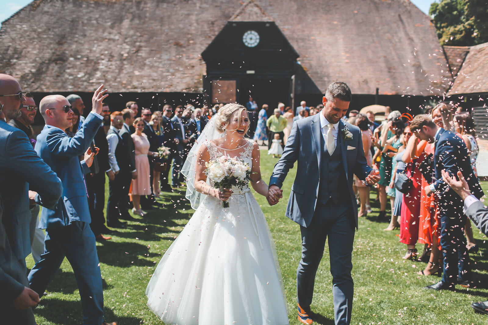 LAINS-BARN-WEDDING-PHOTOGRAPHER-FUN-REALXED-0035