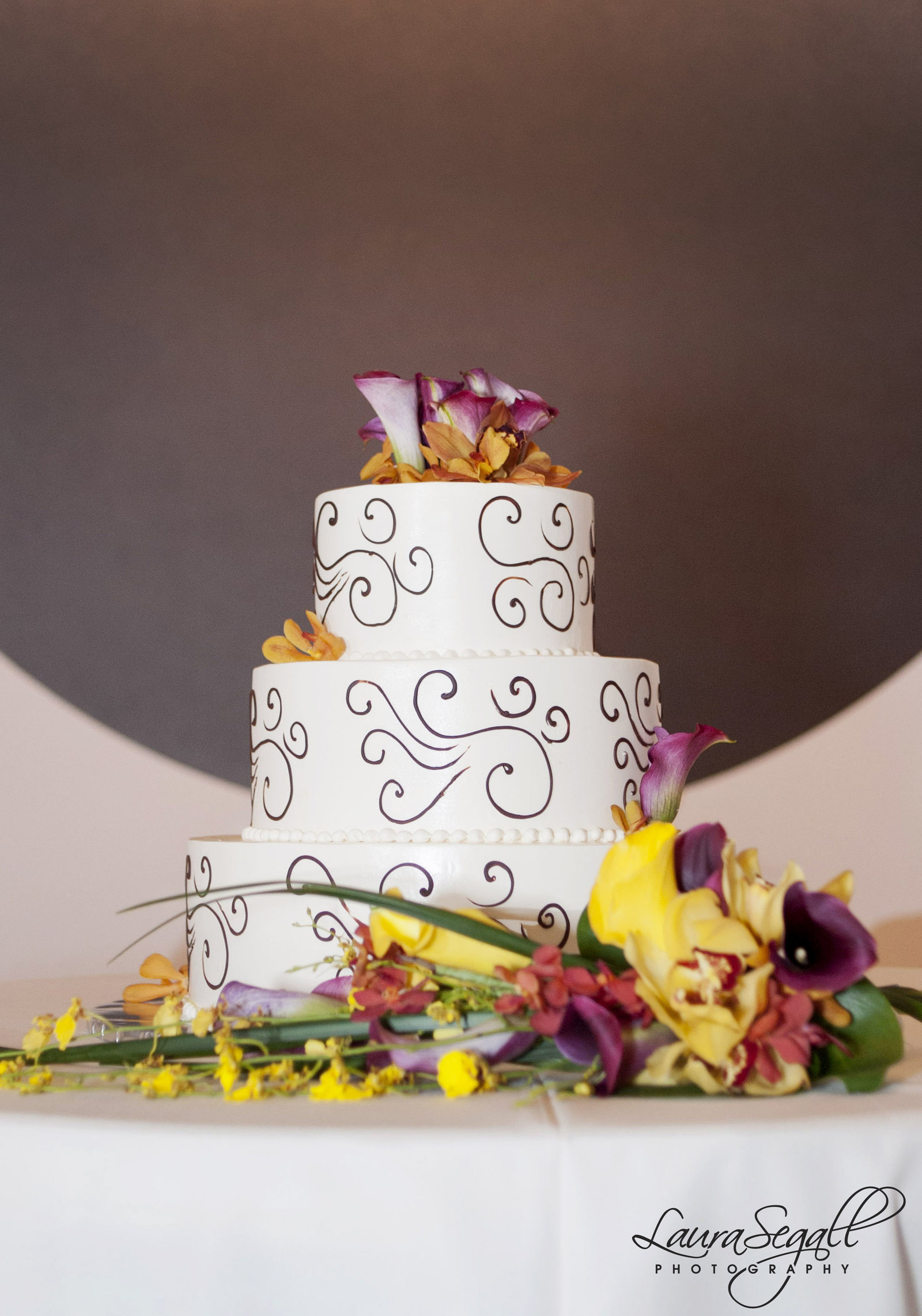 modern-wedding-cake-phoenix-art-museum