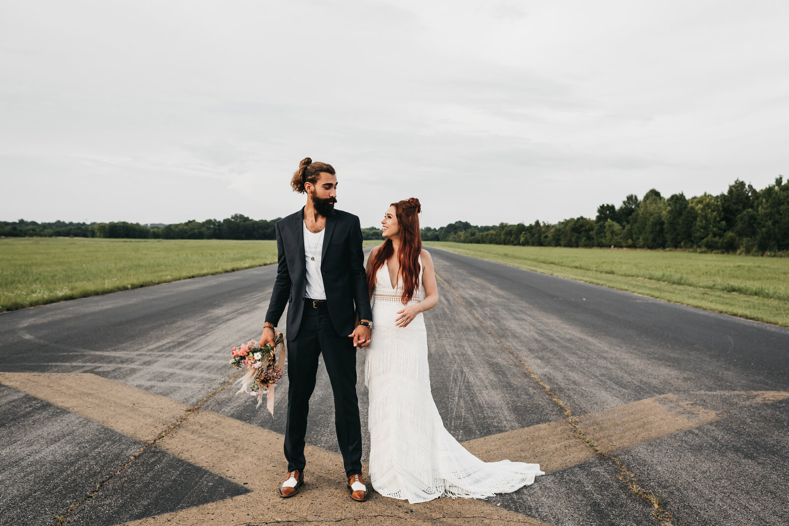 Daniel_Ruta_Cornelia_Fort_Airport_Nashville_Wedding_Photographer_Mariah_Oldacre_Sneaks-19