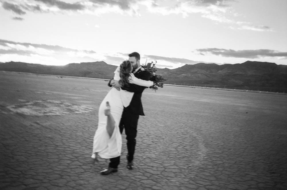 Stylish-Las Vegas-Elopement-Wedding-Photographer-Andi Artigue-17