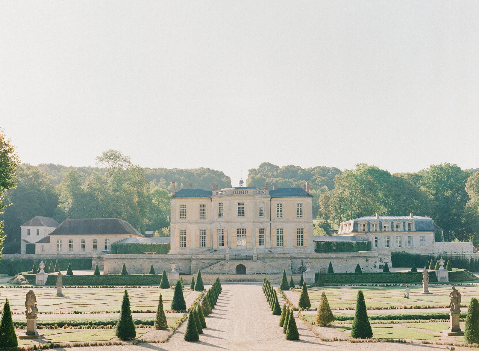 Chateau de Villette a wedding venue outside of Paris
