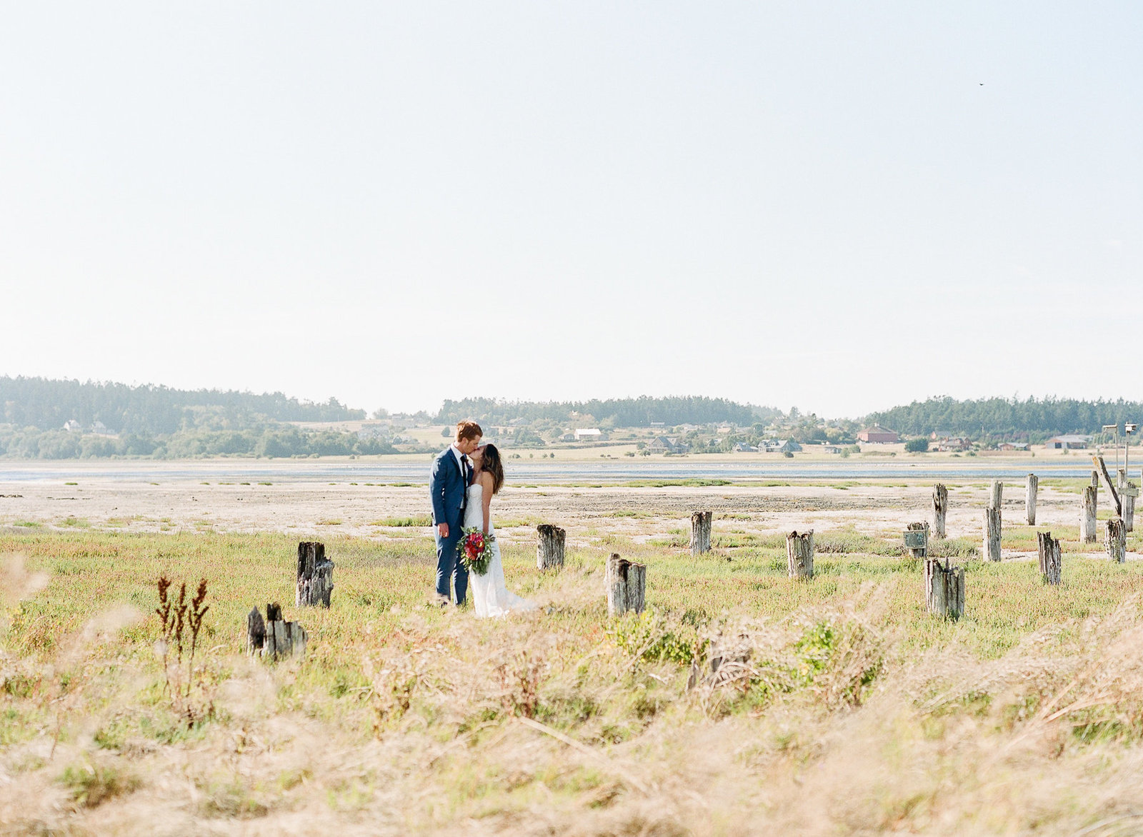 128-000094790005-crockett-farm-whidbey-island-wedding-michaela-joy-photography