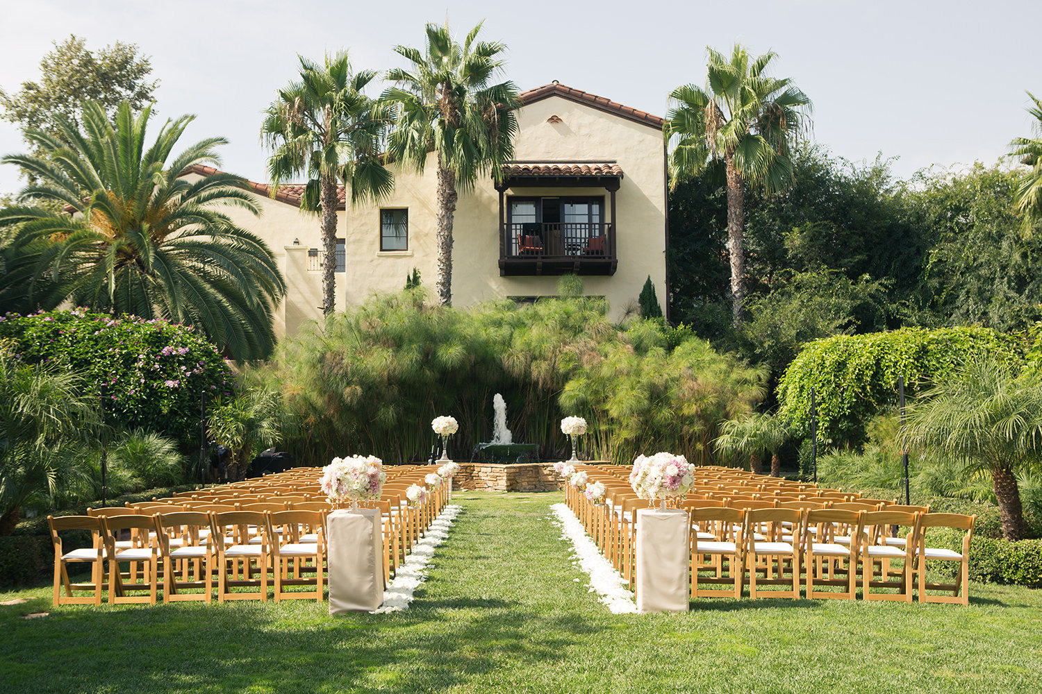 Beautiful green and lush wedding ceremony locatoin