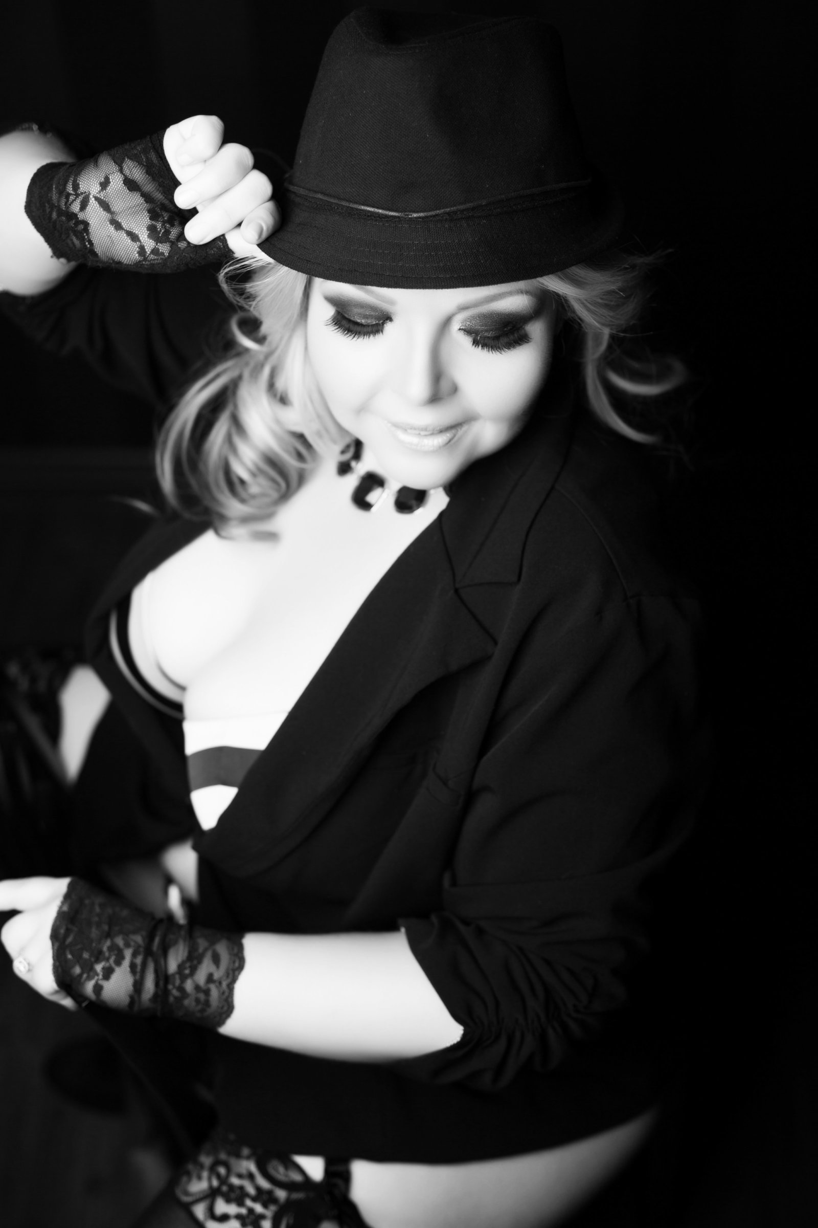 curvy boudoir black and white, Le Boudoir Studio