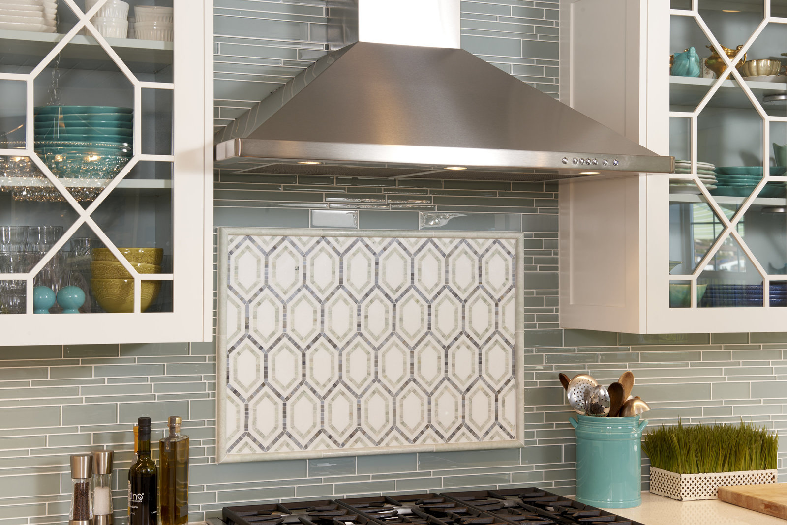 Beach House Kitchen Range Backsplash Design