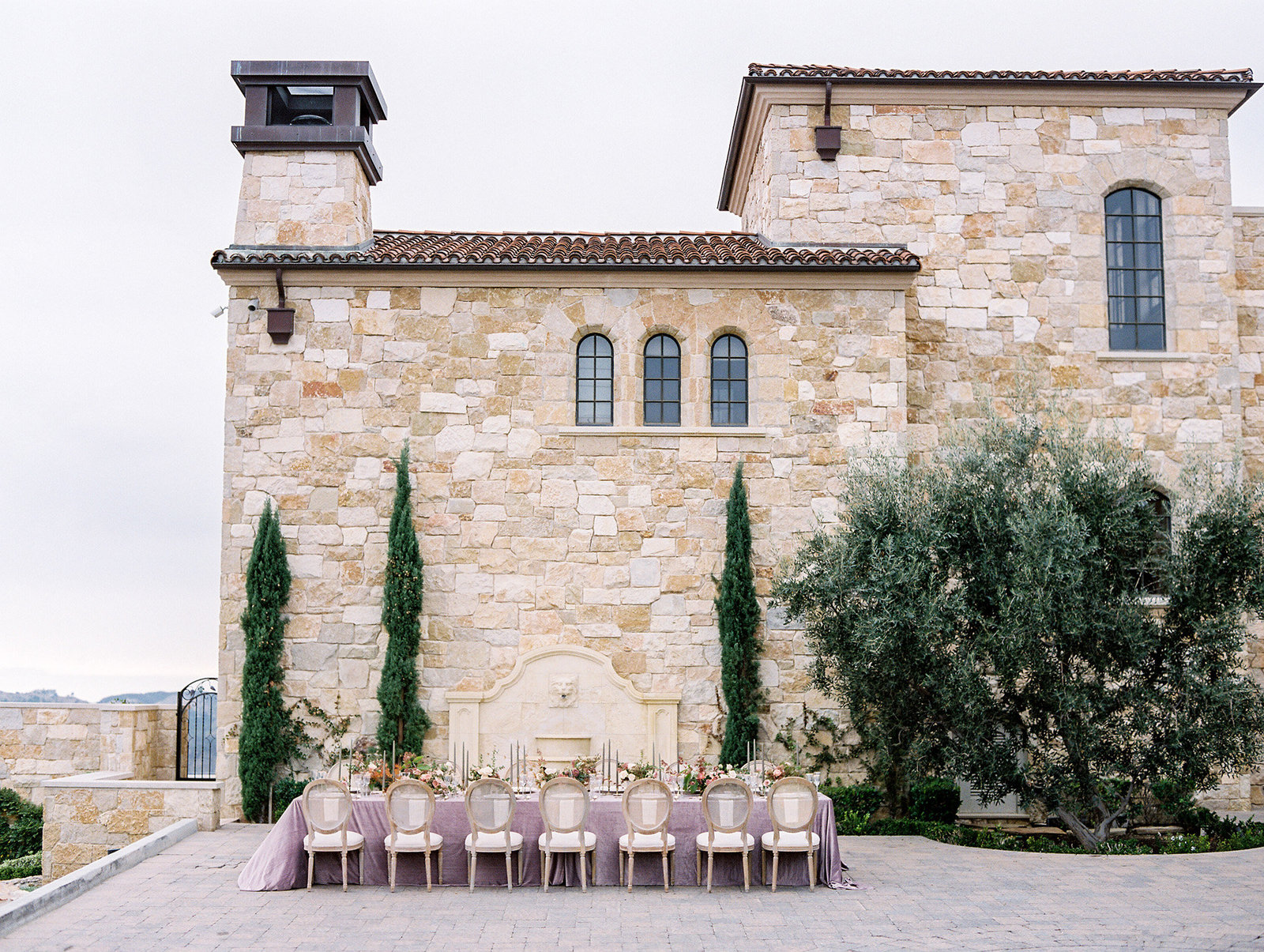 PuraSoulPhoto_MalibuRockyOaksWedding_TopBest_PurpleTable-32