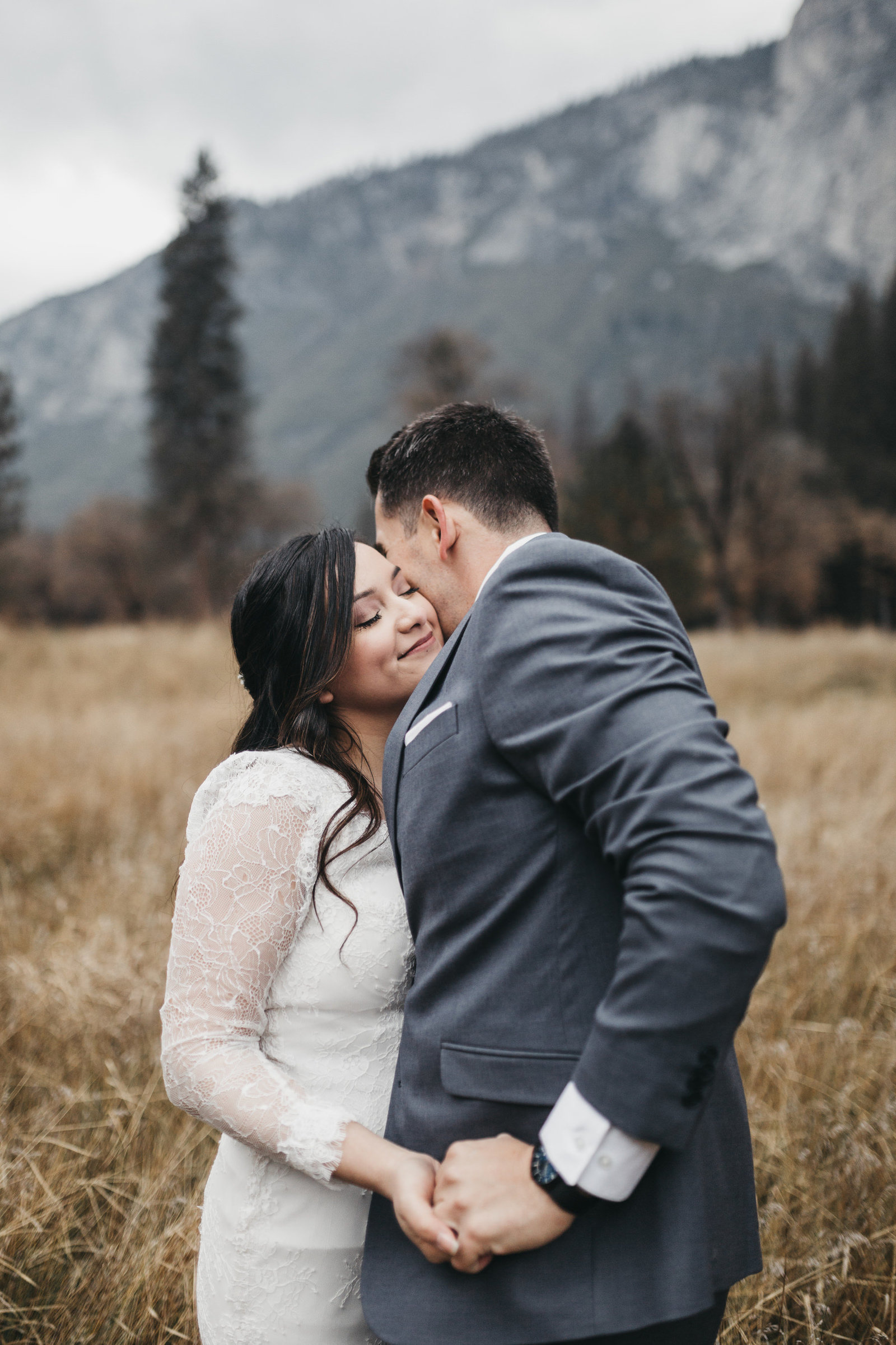 athena-and-camron-yosemite-elopement-wedding-photographer-elegent-valley-wedding32