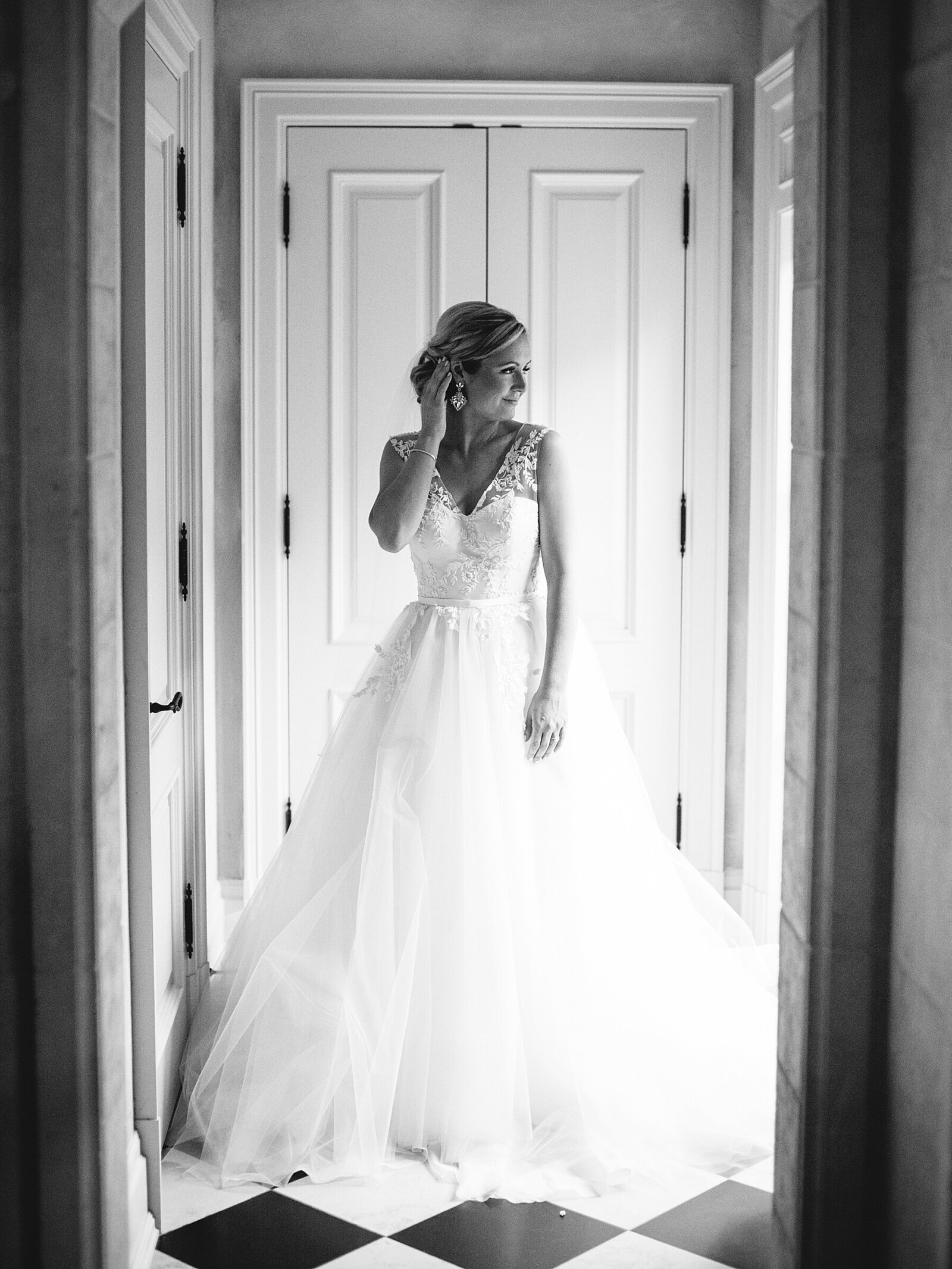 port-perry-wedding-photographer-estate-penryn-mansion-romantic-bride_0052