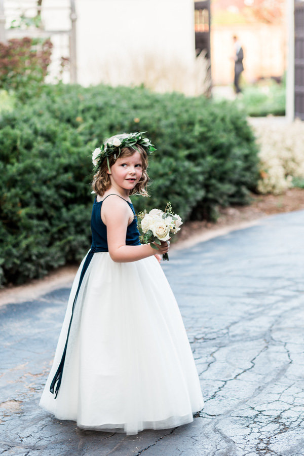 elegant-wedding-wisconsin-paine-art-center-flower-girl