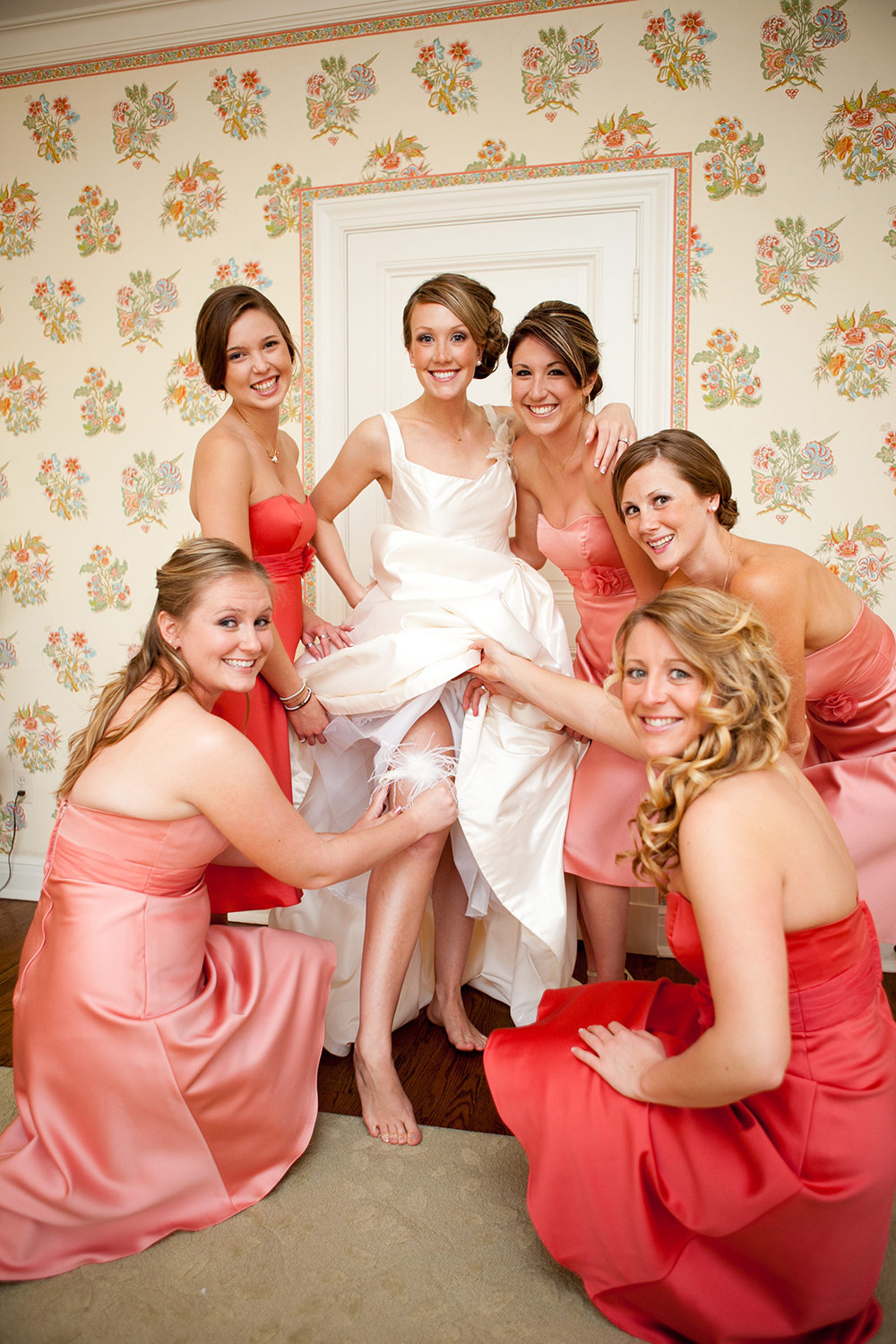 bride getting ready with bridesmaids at darlington house