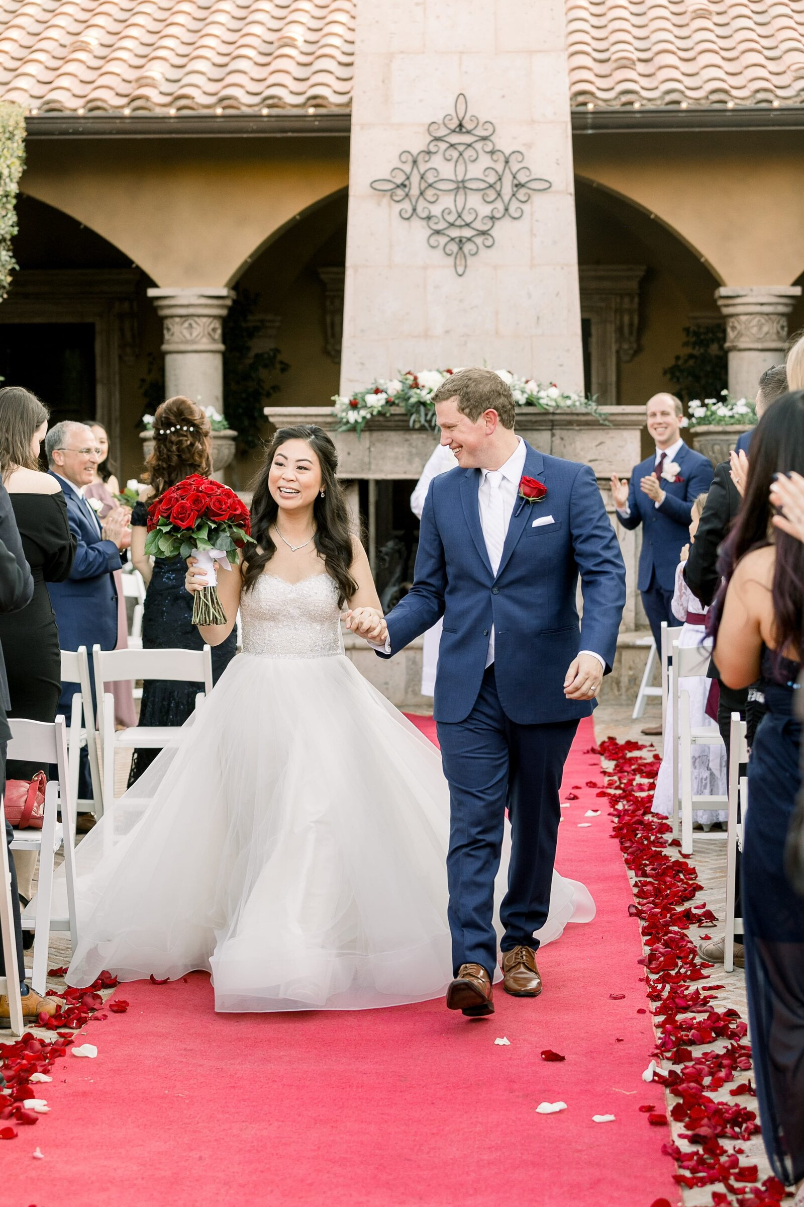 bride-and-groom-waving-to-guests