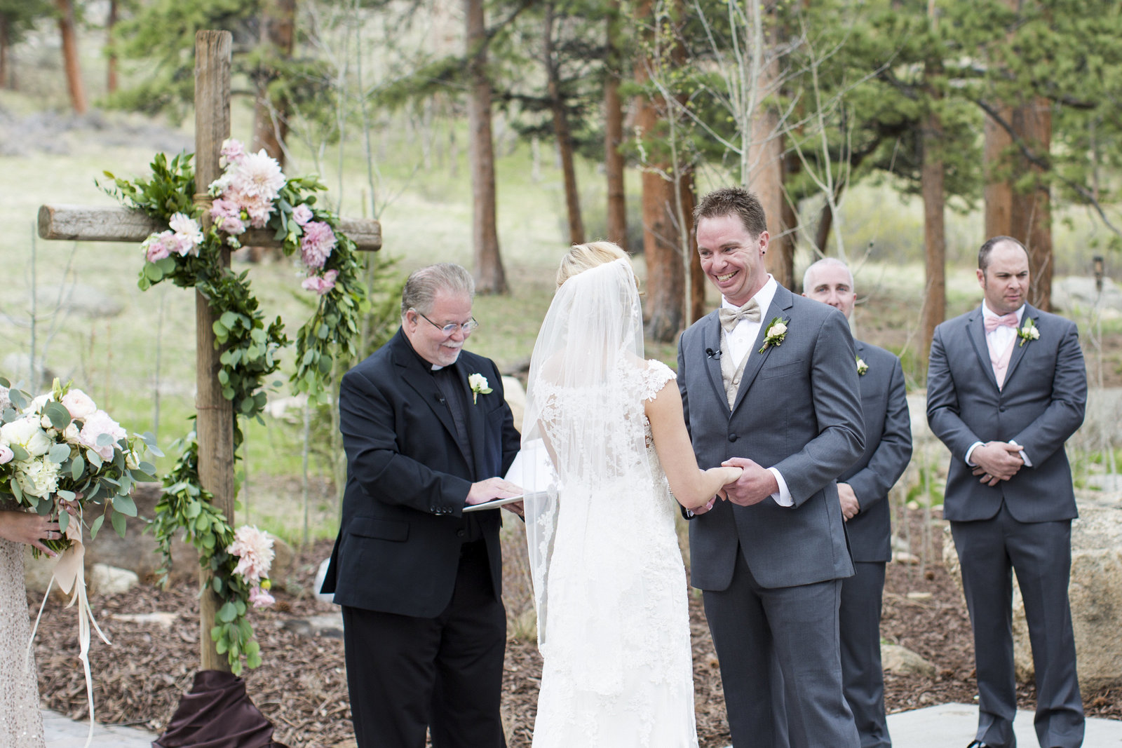Jessi-Zach-Photography-Colorado-Mountain-Wedding-Photographer-Della-Terra-Mountain-Chateau_25
