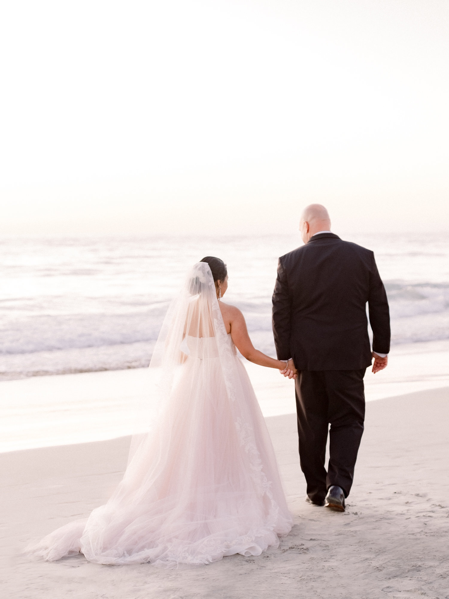 lauberge-del-mar-wedding-bride-groom-beach