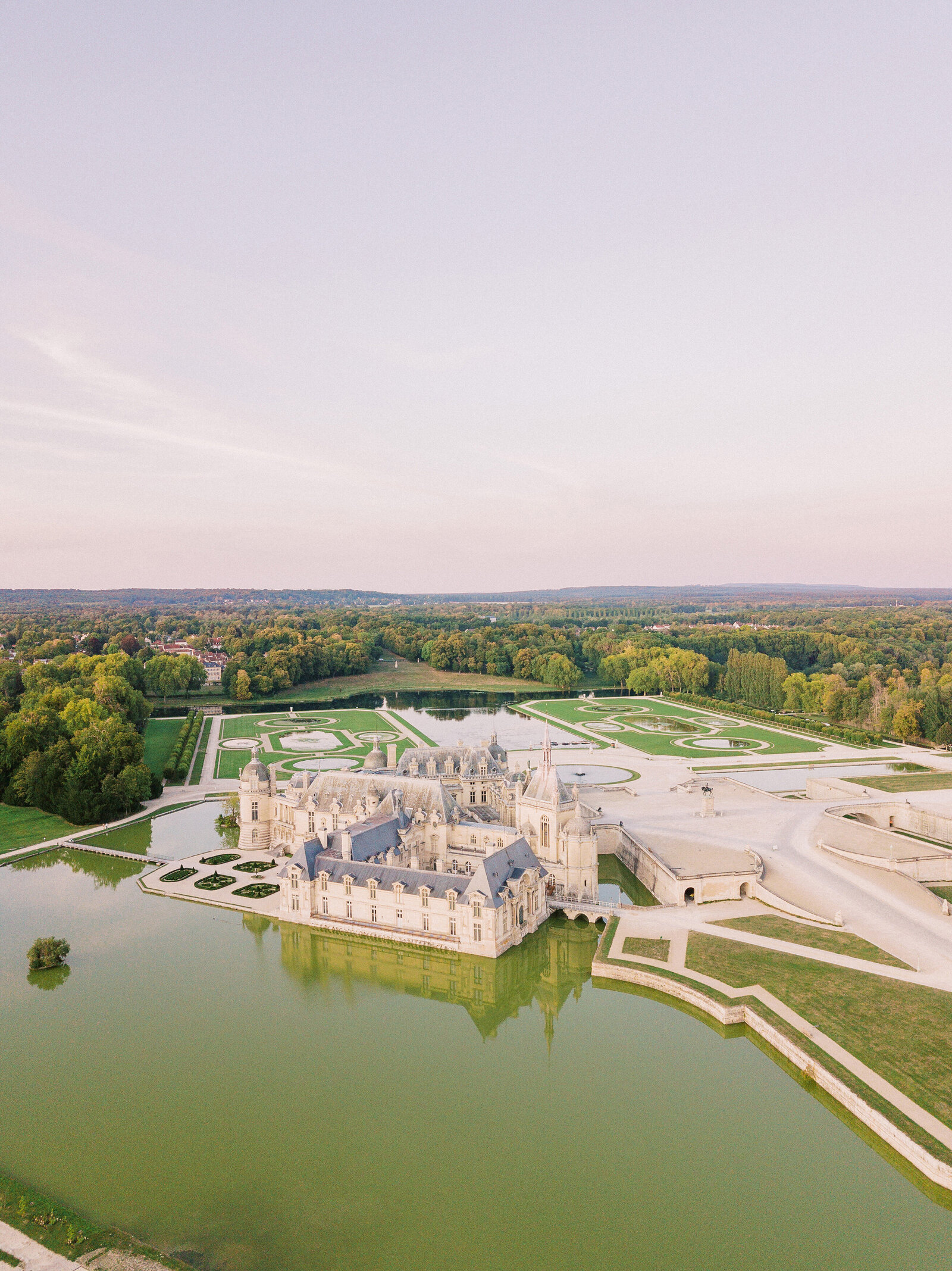 wedding in Chateau Chantilly