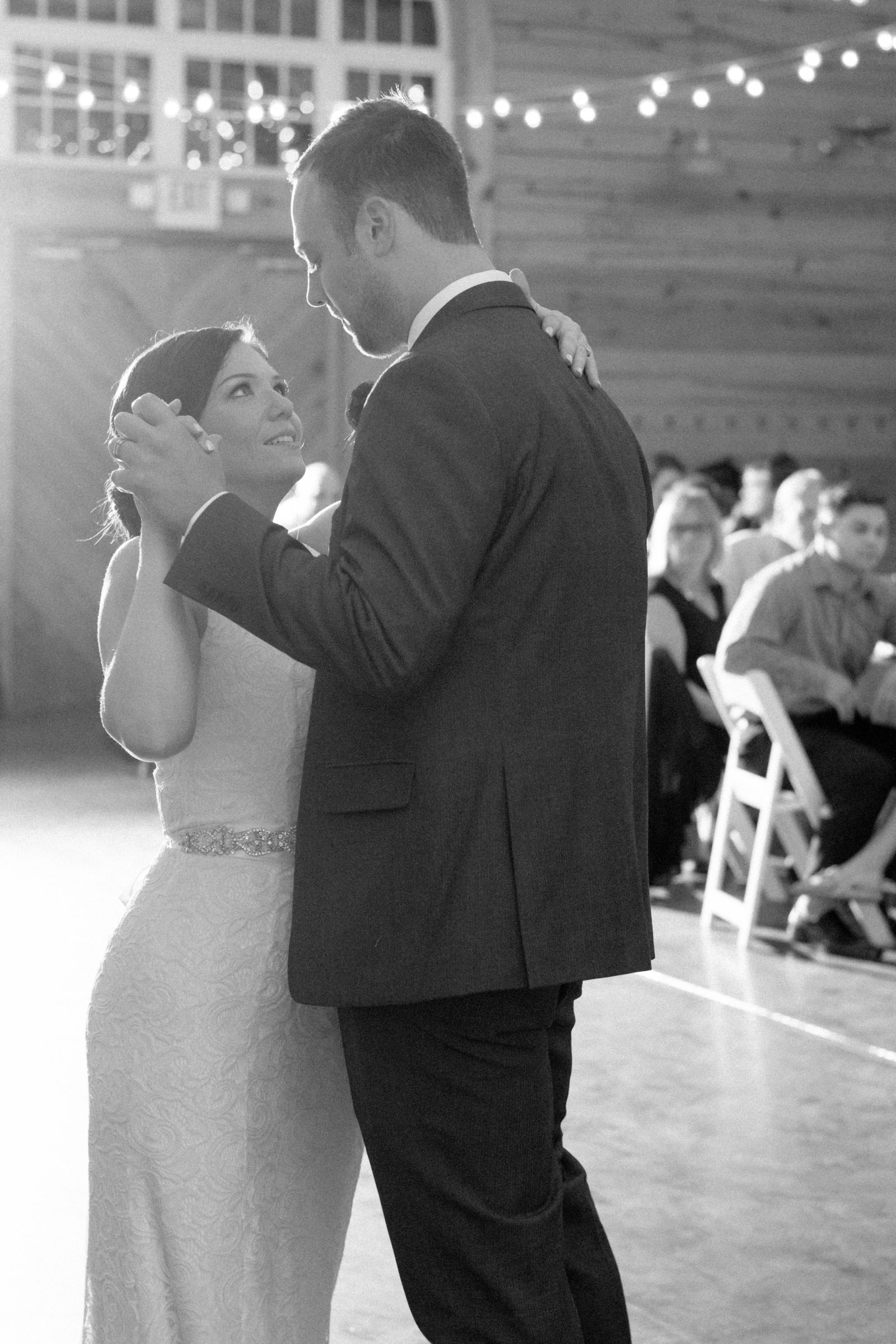 charlotte-nc-wedding-photographer-alexander-homestead-wedding-first-dance