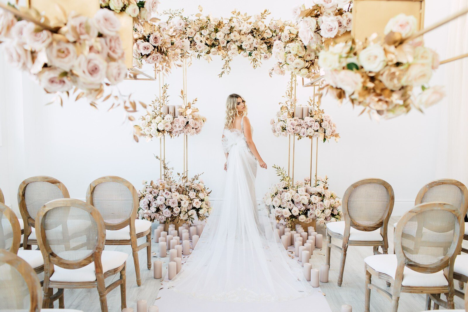 CoralPinkGoldWedding-COCObyCoversCouture-TorontoWeddingFlowers-PT.jpg40