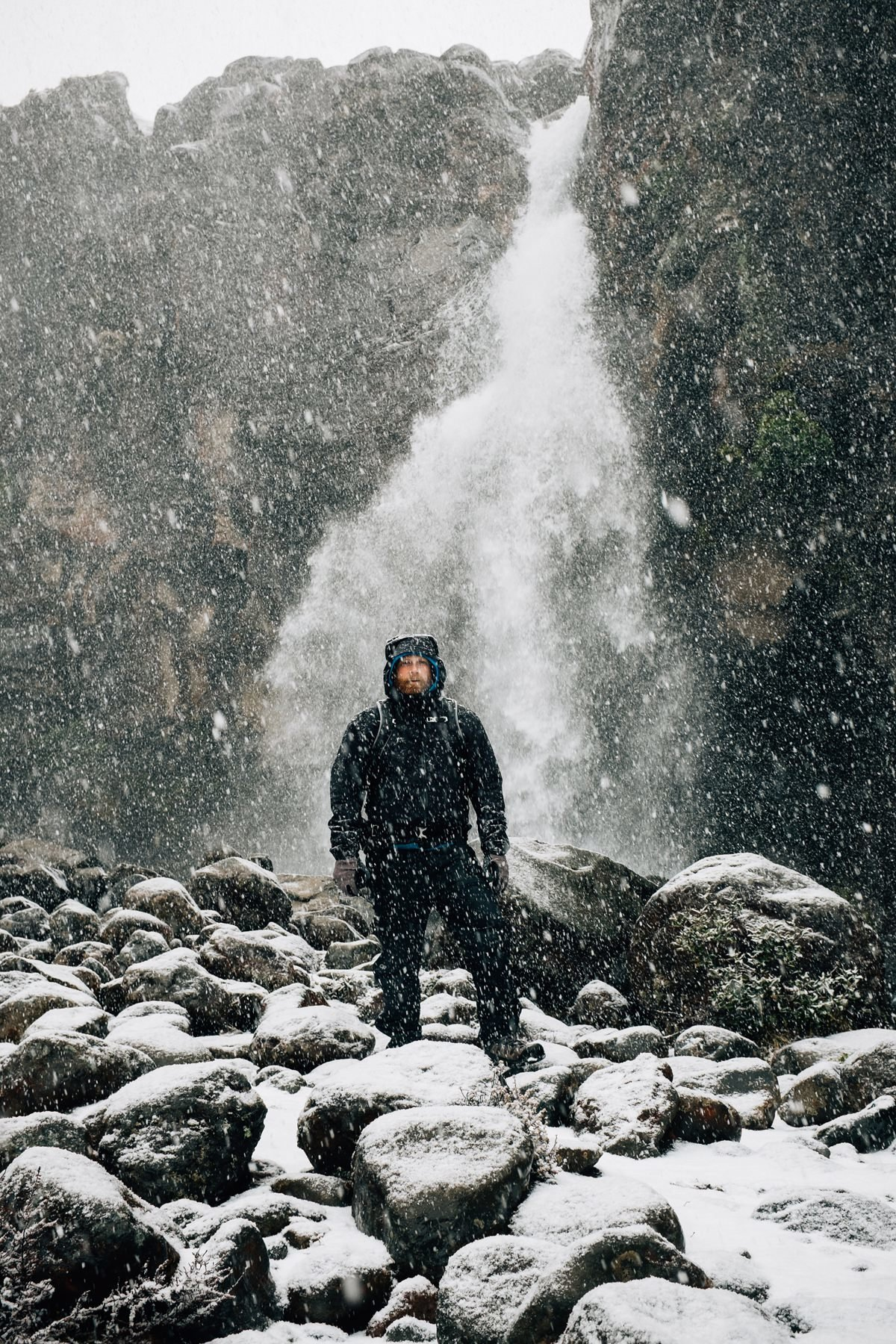 cameron-zegers-travel-photographer-new-zealand-waterfall-snow