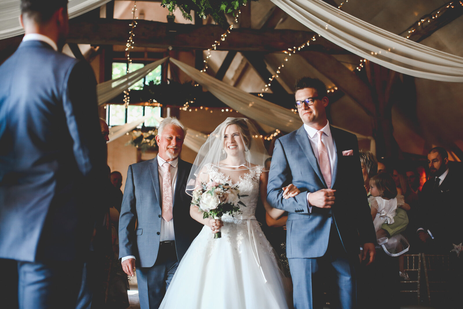 LAINS-BARN-WEDDING-PHOTOGRAPHER-FUN-REALXED-0027