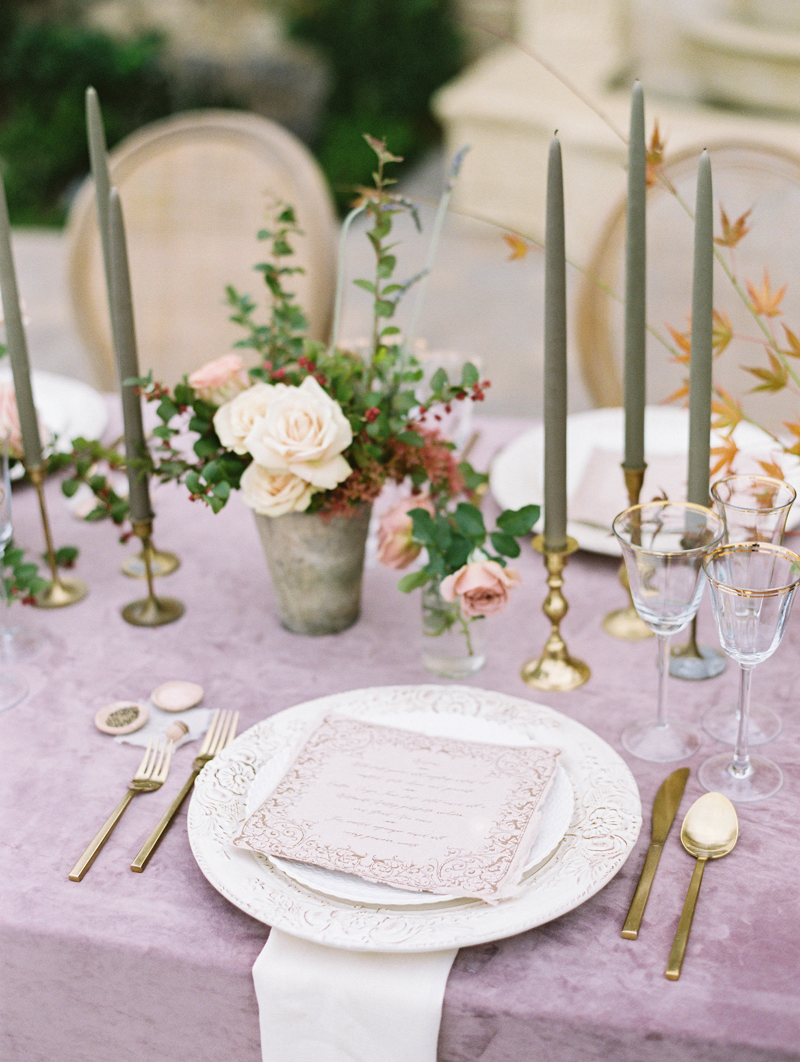 PuraSoulPhoto_MalibuRockyOaksWedding_TopBest_PurpleTable-22