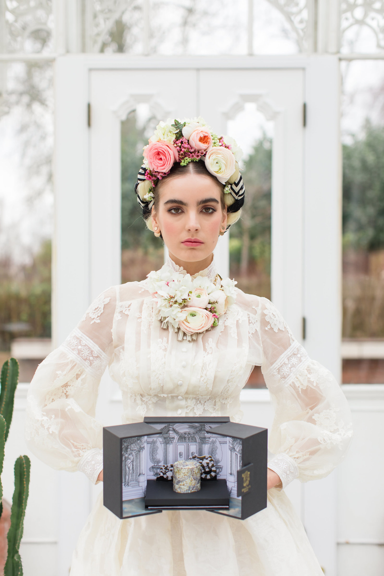 Frida-Kahlo-inspired-Edith-lace-wedding-dress-JoanneFlemingDesign-RobertaFacchiniPhoto (42)