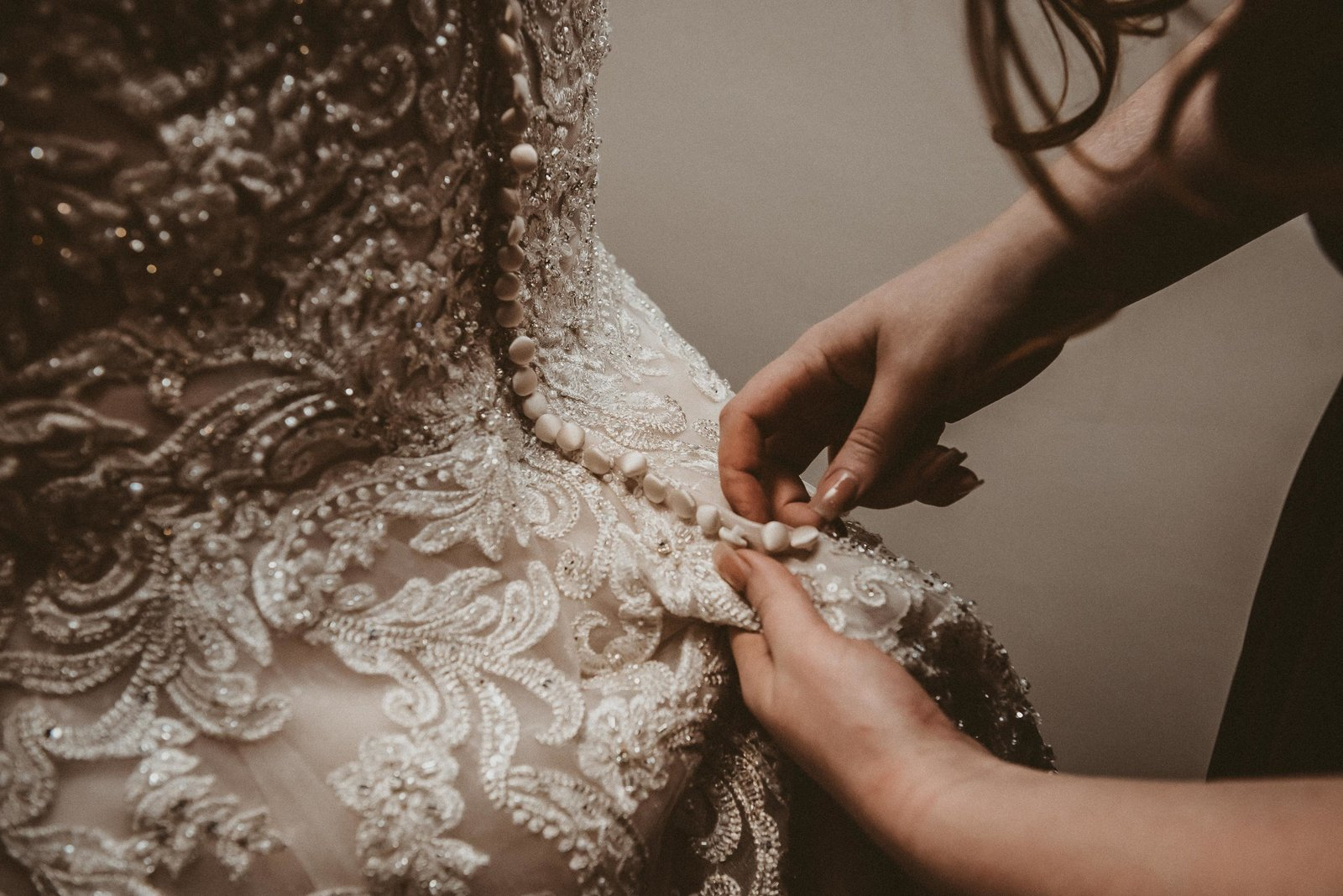 wedding-elgin-getting-ready-buttons-lace-dress