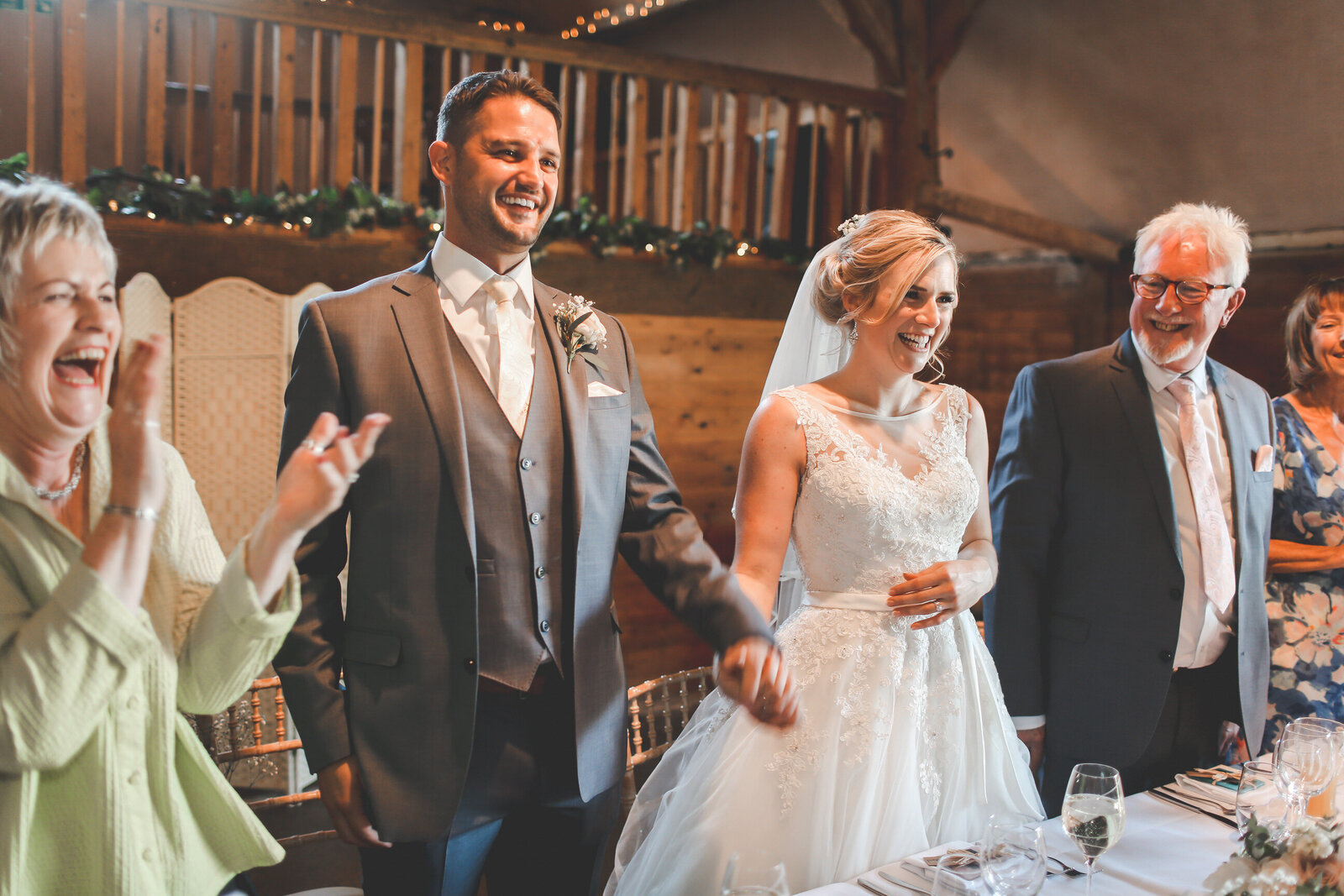 LAINS-BARN-WEDDING-PHOTOGRAPHER-FUN-REALXED-0048