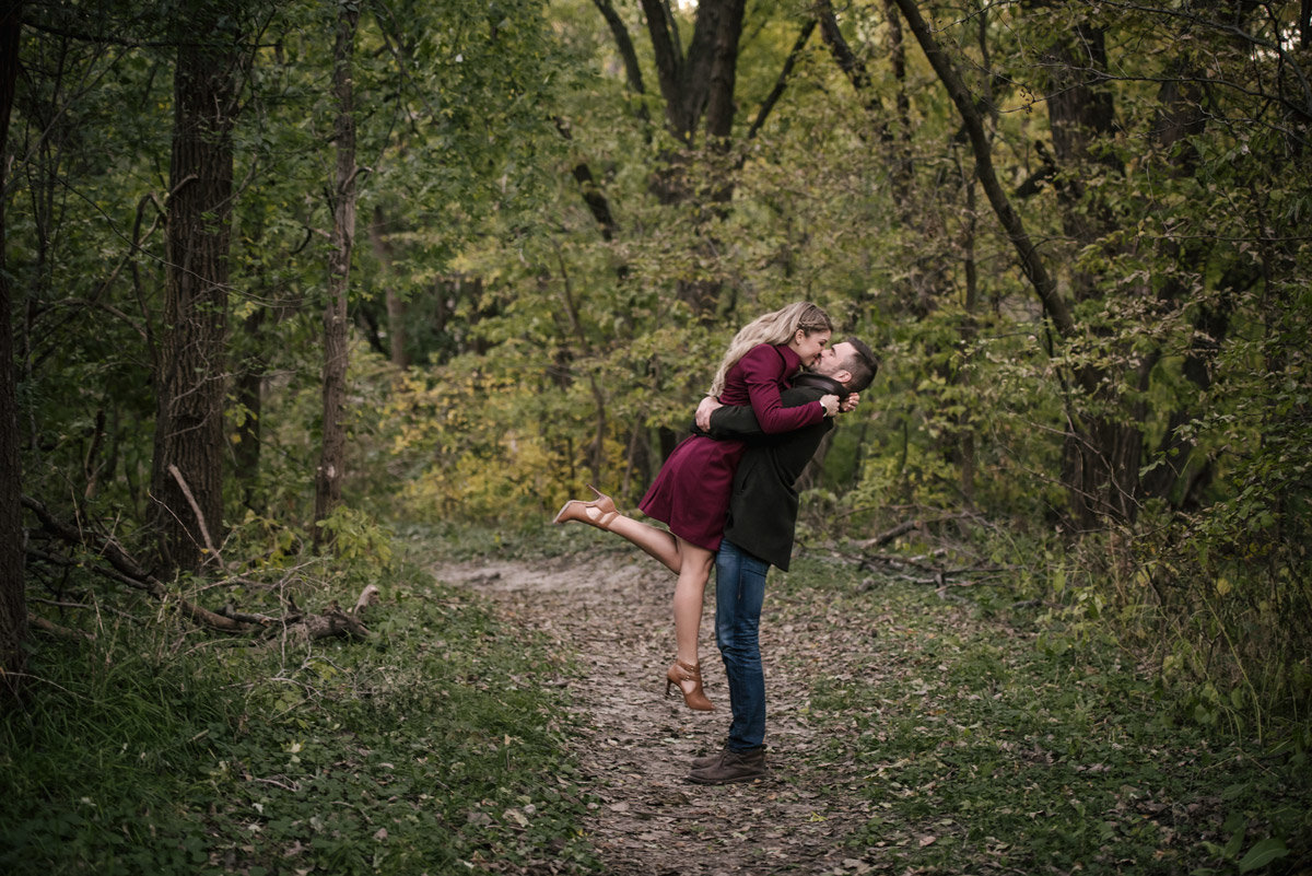 Wilderness-Park-Lincoln-Nebraska-engagement
