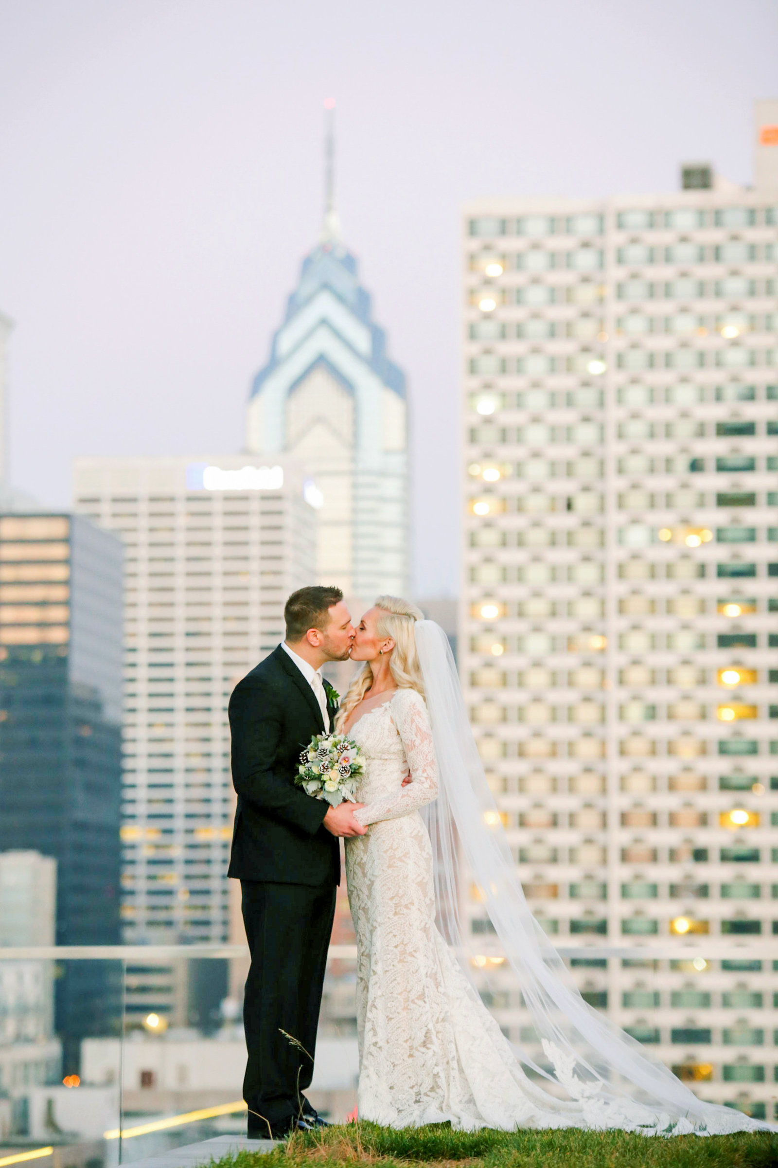 philadelphia-wedding-photographer-cira-green-skyline