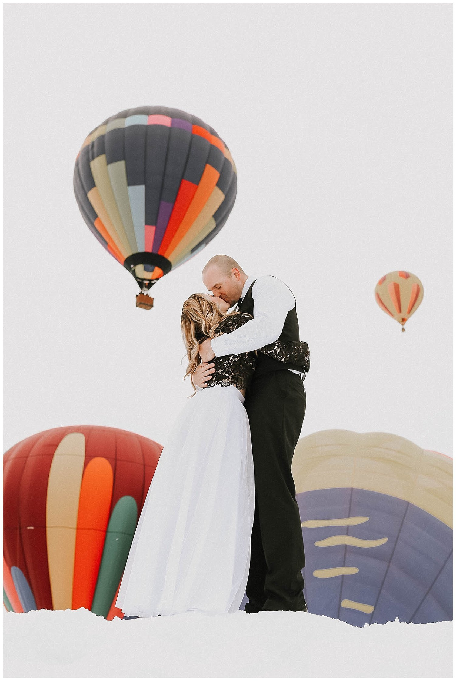 hot-air-balloon-engagement-photos-luma-weddings_0010