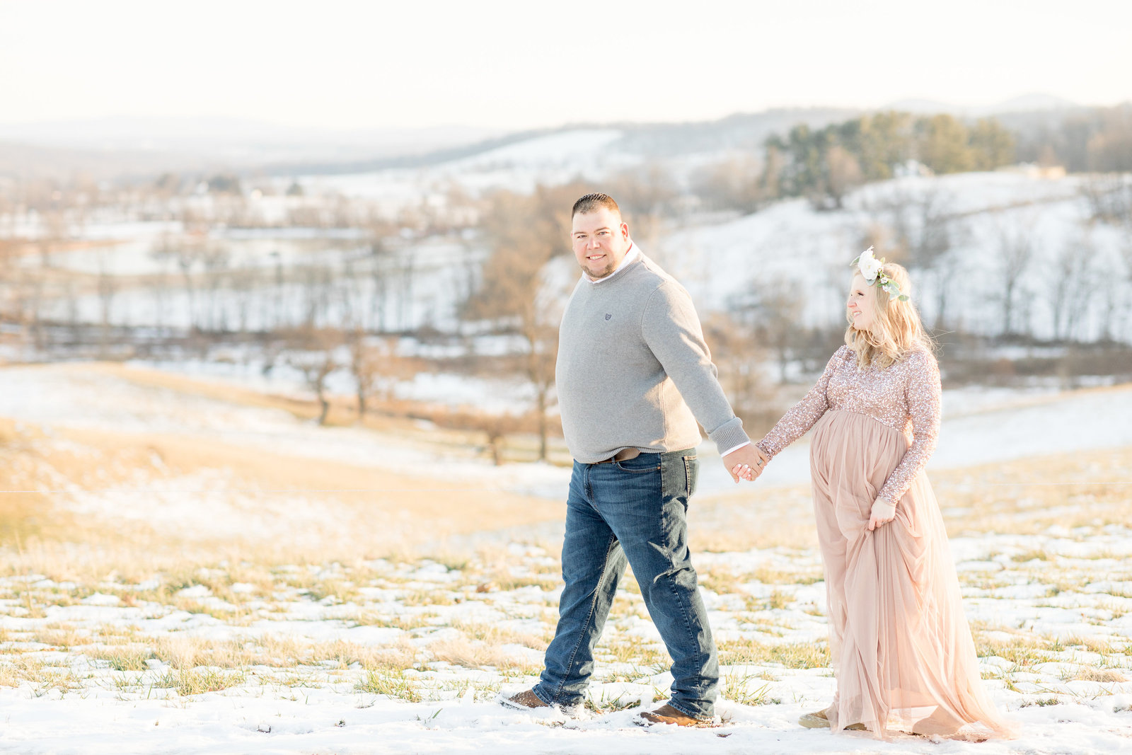 jess-dereck-snowy-winter-maternity-photo-session-001