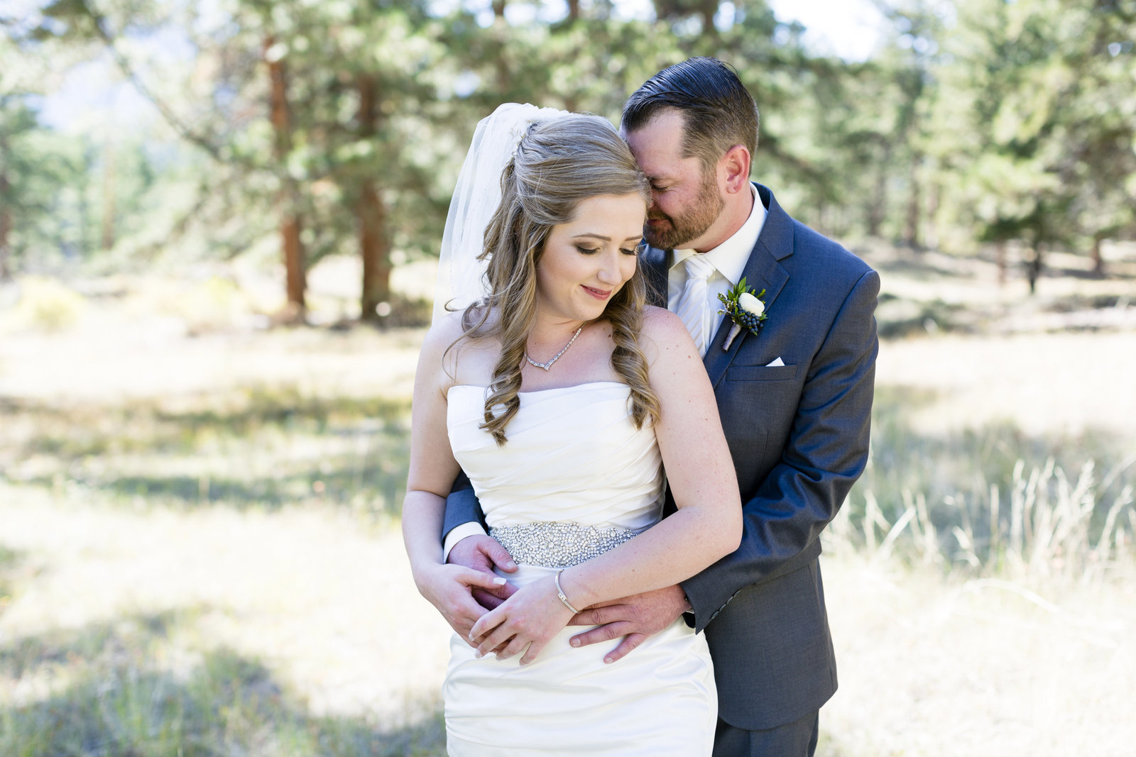 Jessi-Zach-Photography-Colorado-Mountain-Wedding-Photographer-Della-Terra-Mountain-Chateau_67
