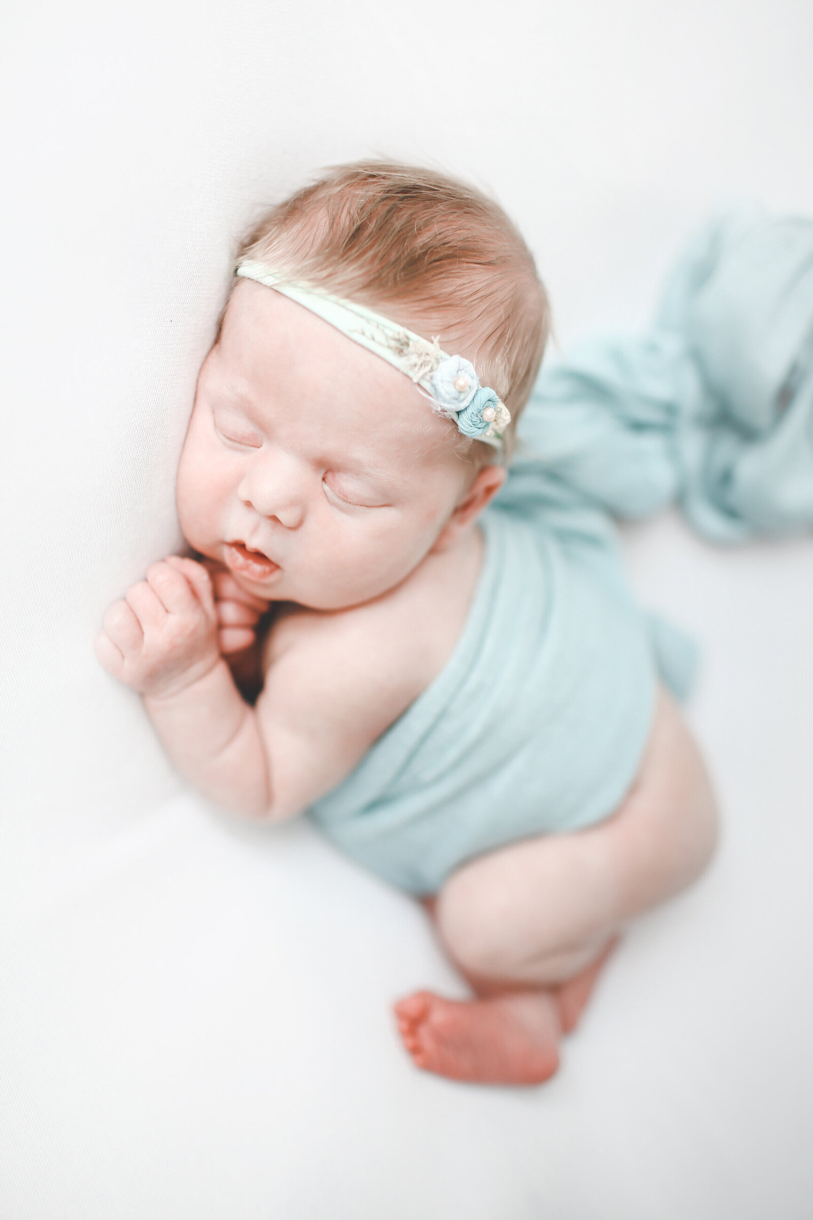 PORTRAIT-NEWBORN-BABY-GIRL-IN-BLUE-0010-1