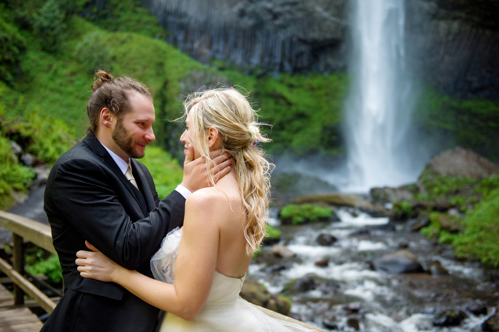 Crystal Genes Photography LATOURELL FALLS ELOPEMENT170421-144250