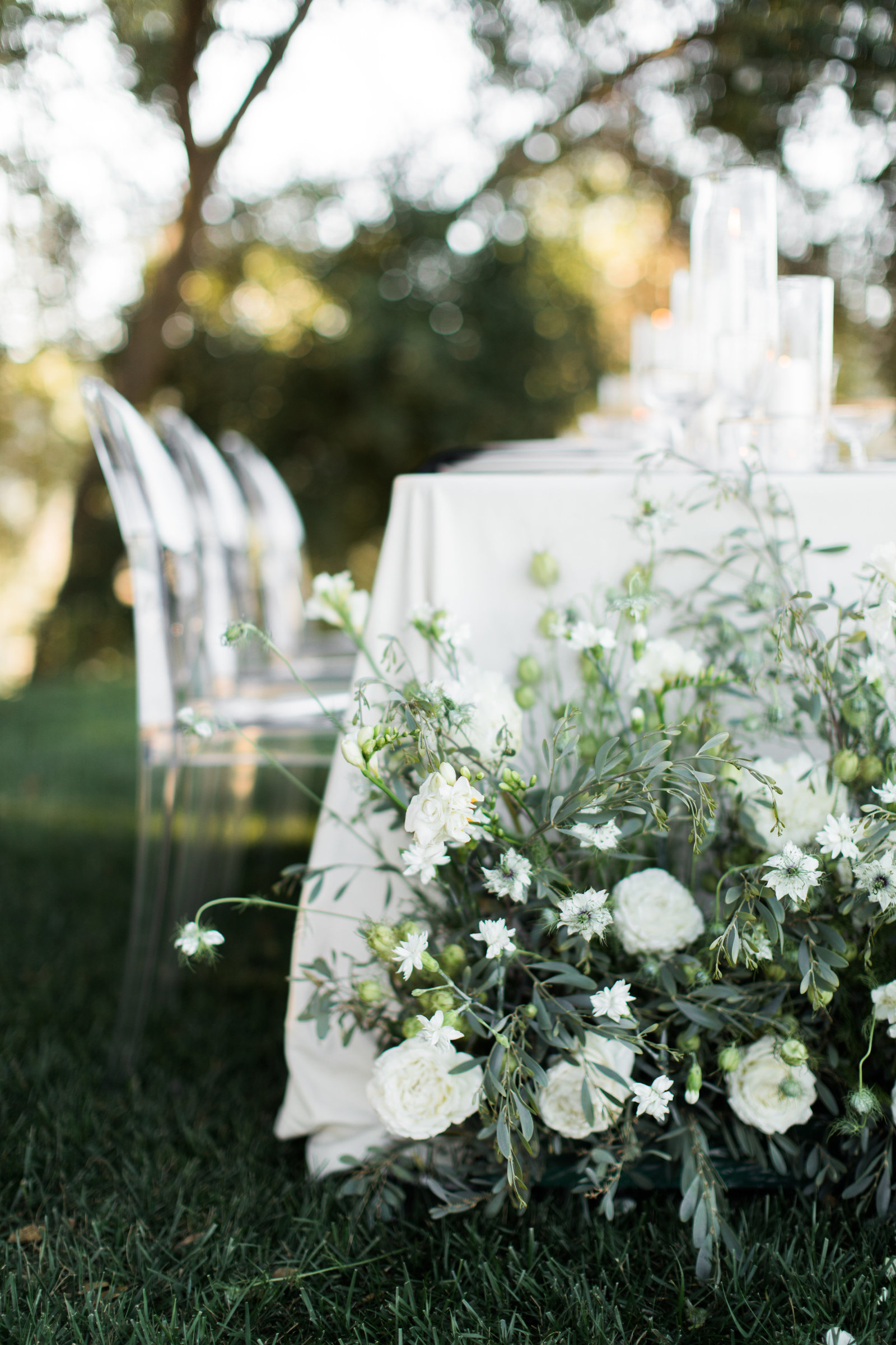 outdoor wedding table with flowers