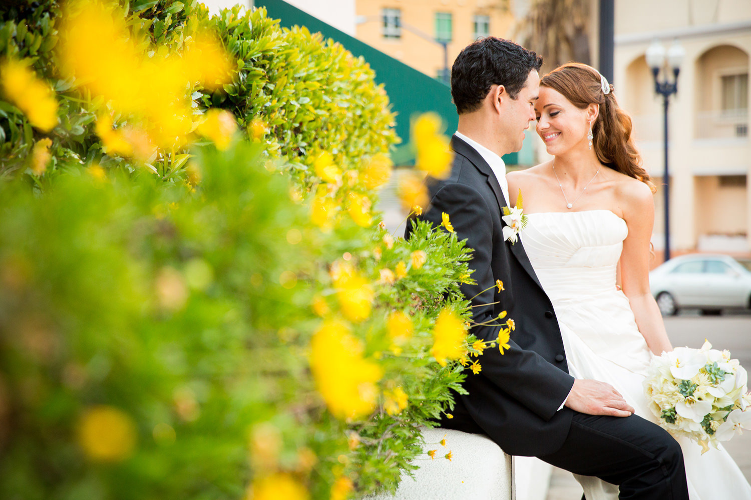 couple in front of the el cortez with beautiful flowers
