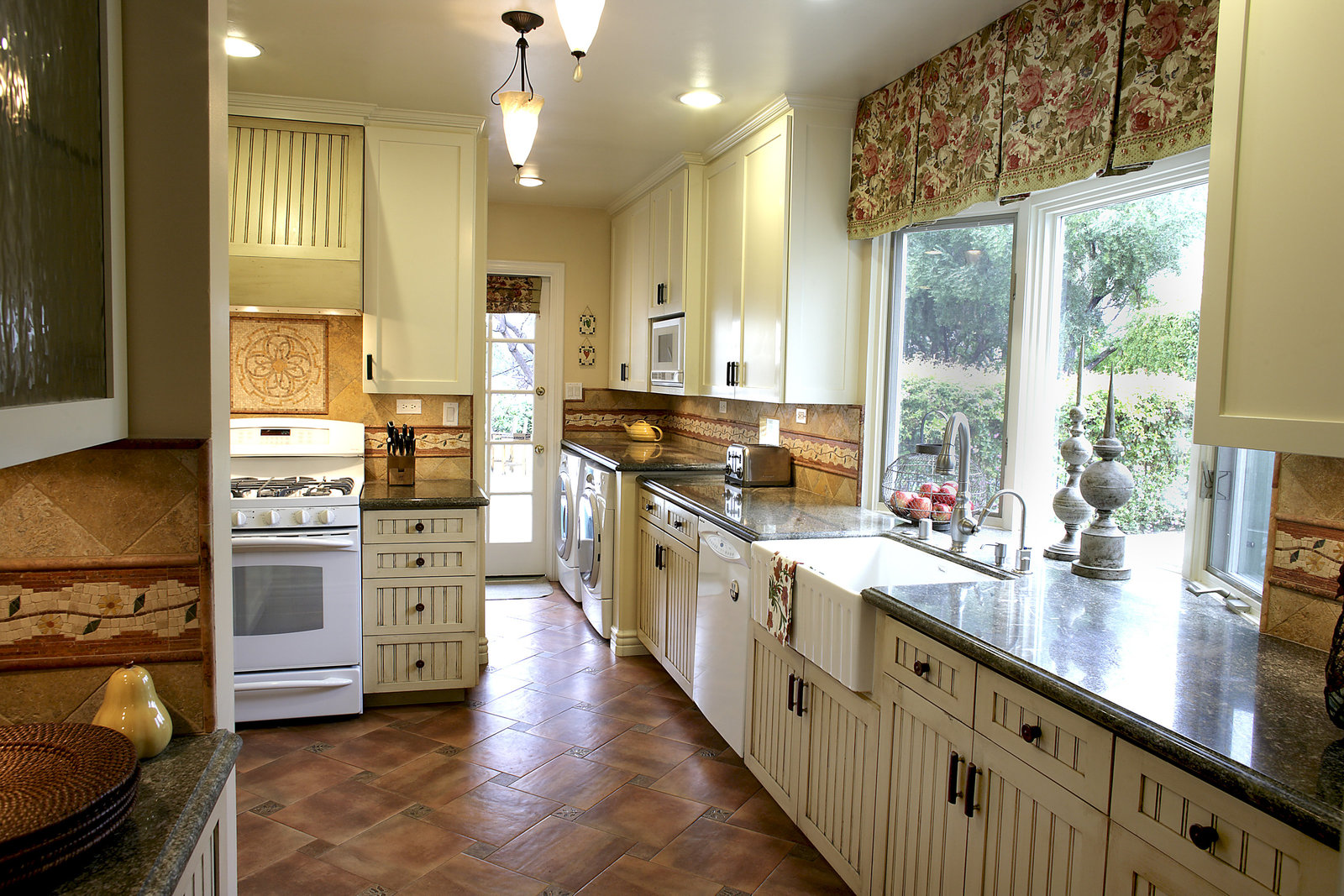 New Country Kitchen Design