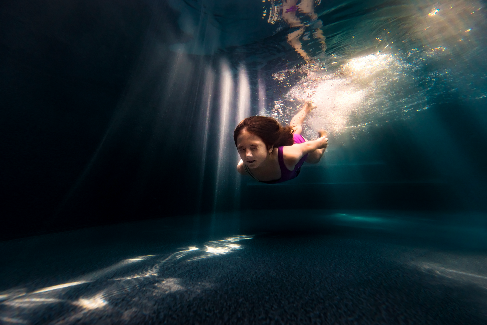 underwater photographer, columbus, ga, atlanta, pool, young girl swimming, sunrays, ker-fox photography 12