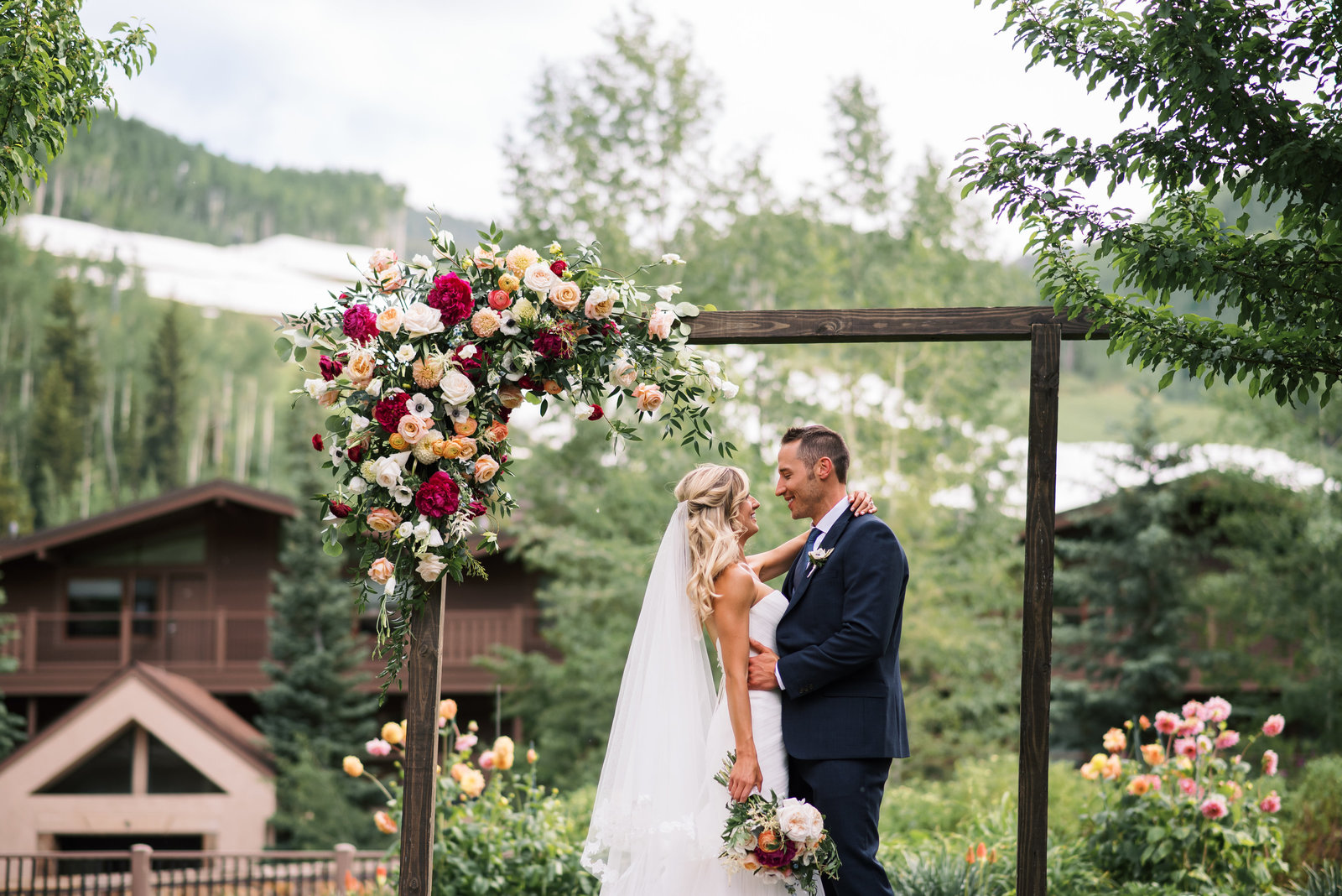manor vail summer wedding