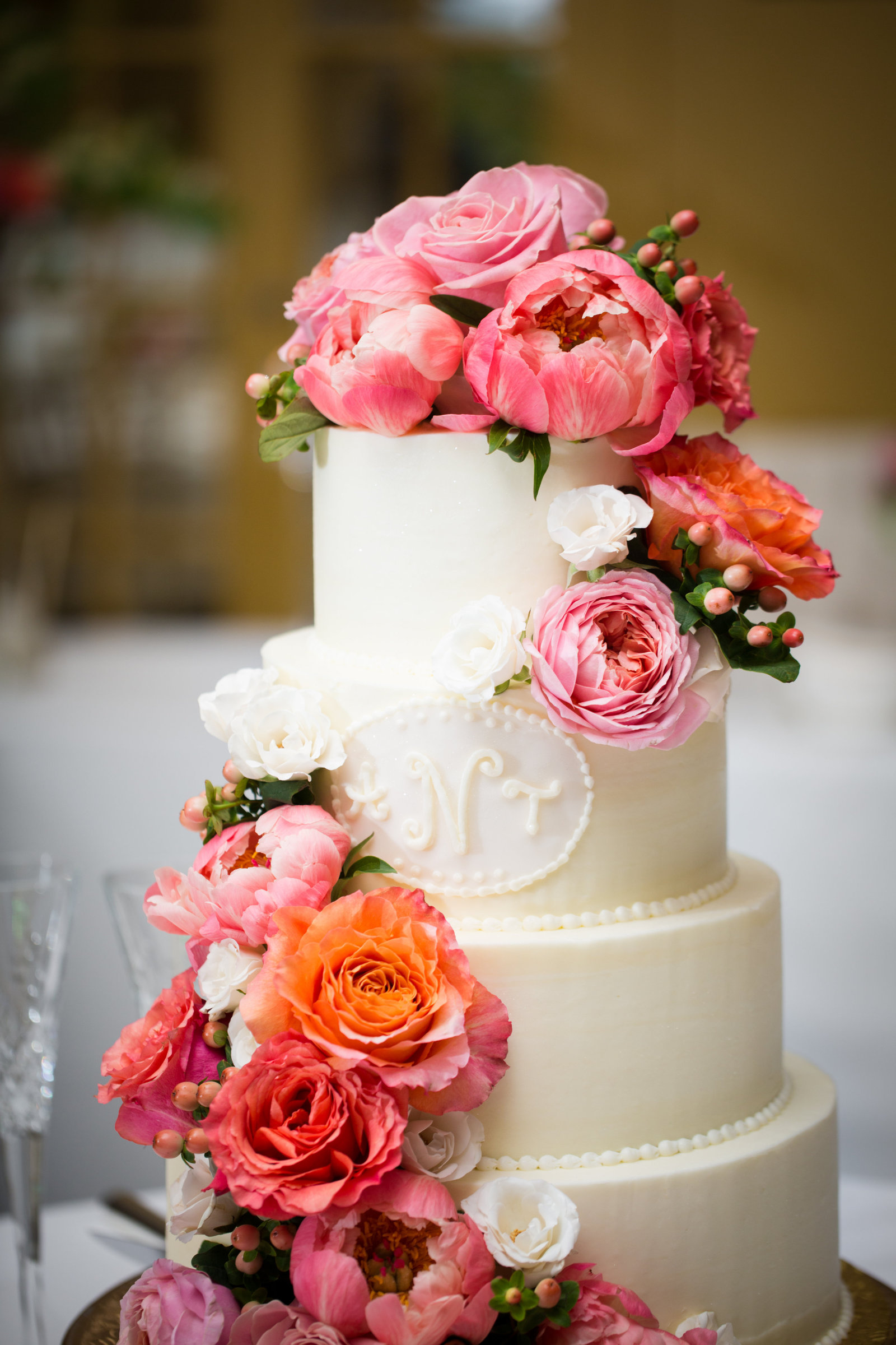 cascading-cake-blooms-featuring-coral-charm-peonies_27034983961_o