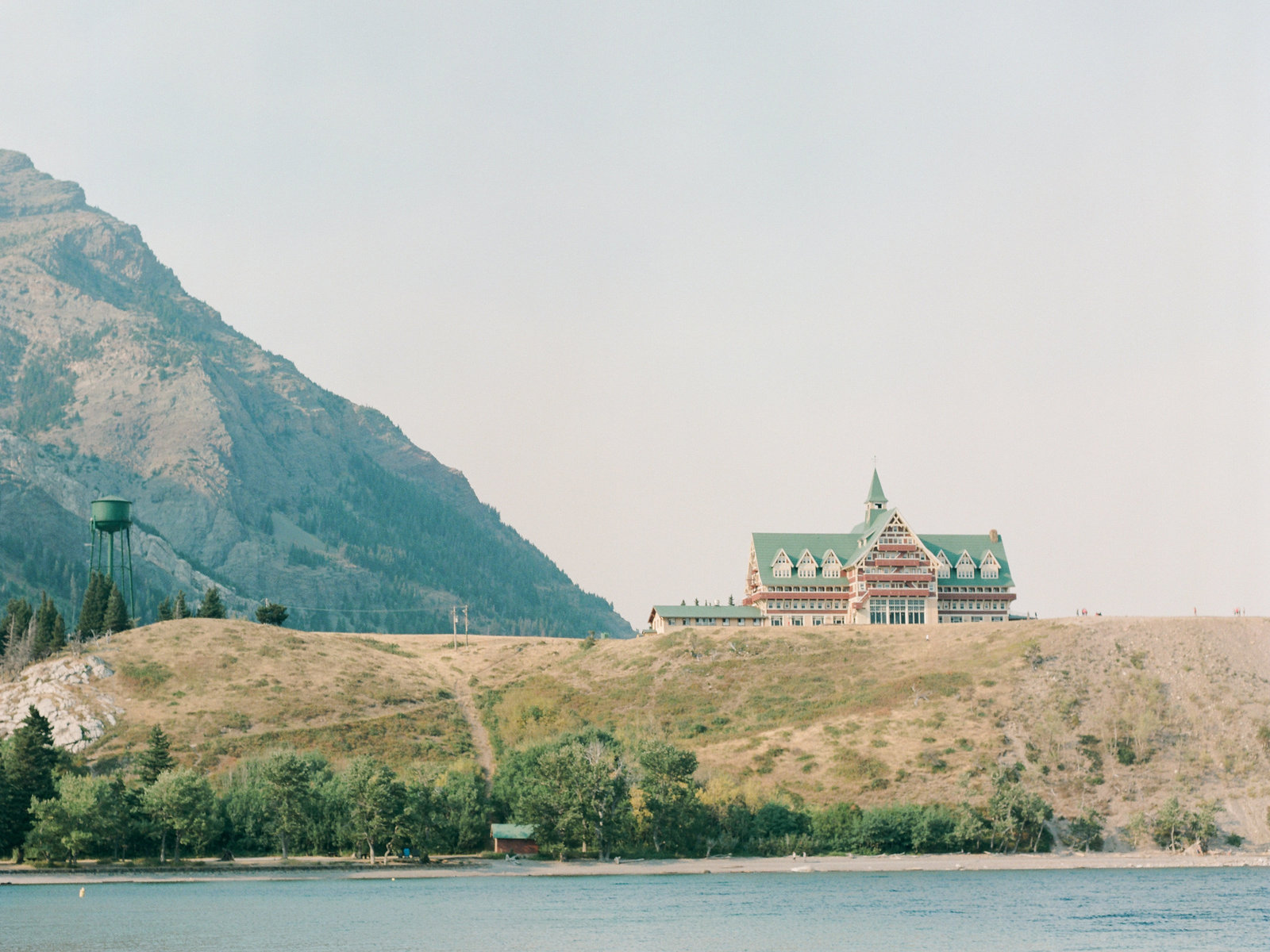 chateau-waterton-national-park-photo