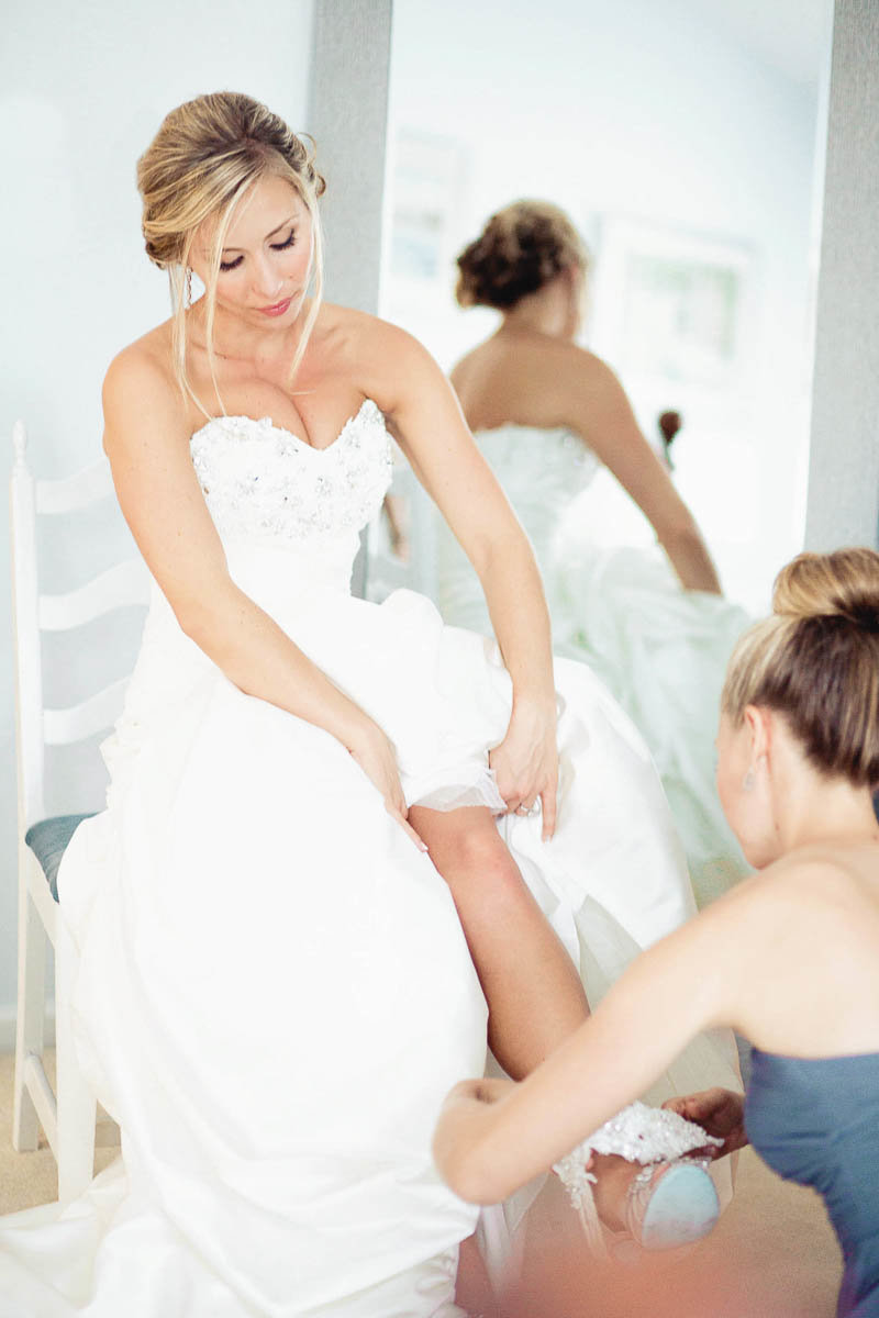 Bride gets ready, Greenville Country Club, Delaware. Kate Timbers Photography.