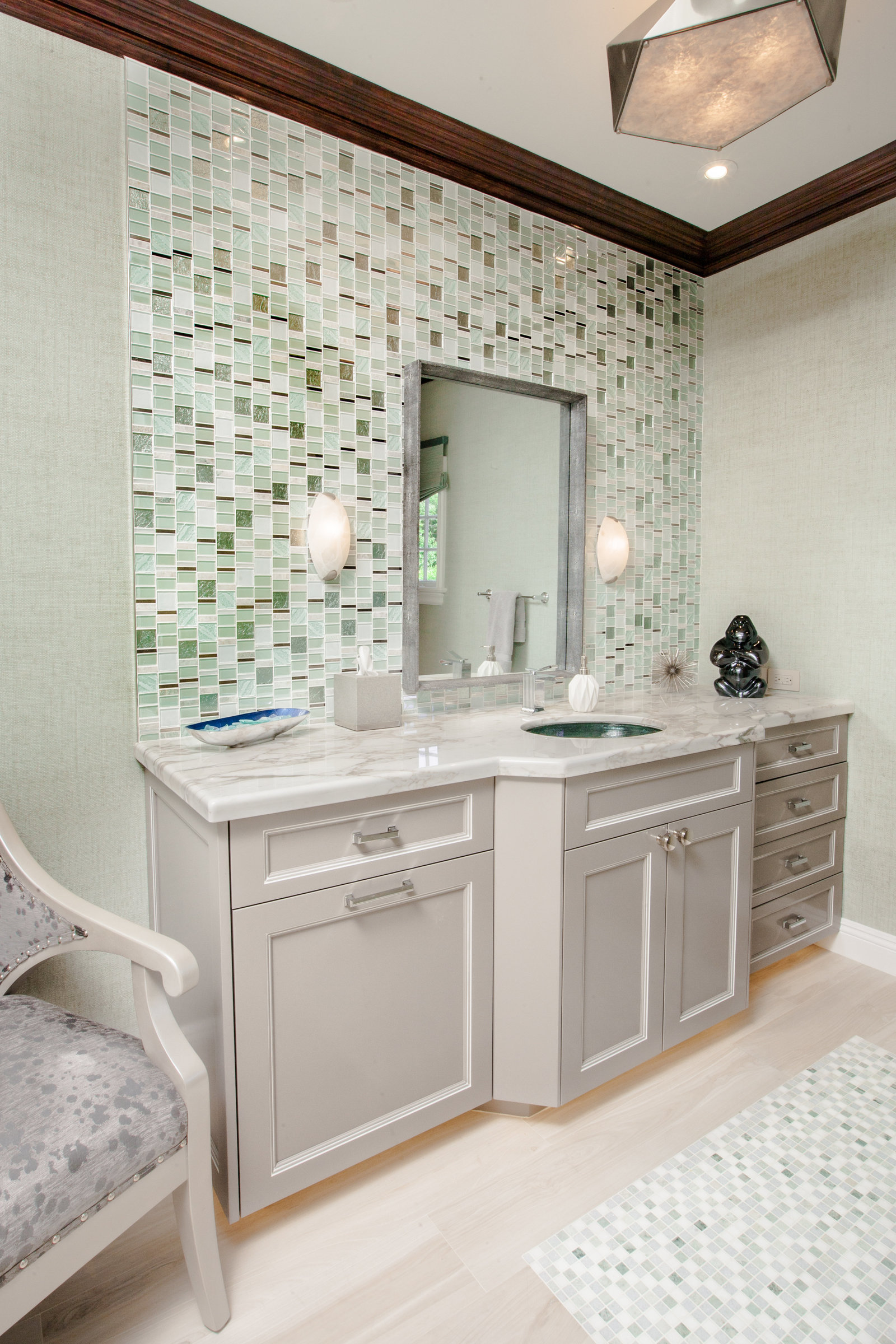 Glamorous Master Bath Tile Surround