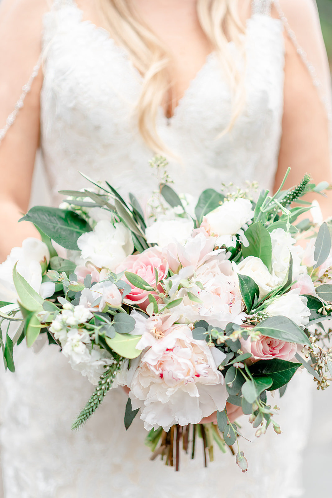 classic bridal bouquet dallas photographer