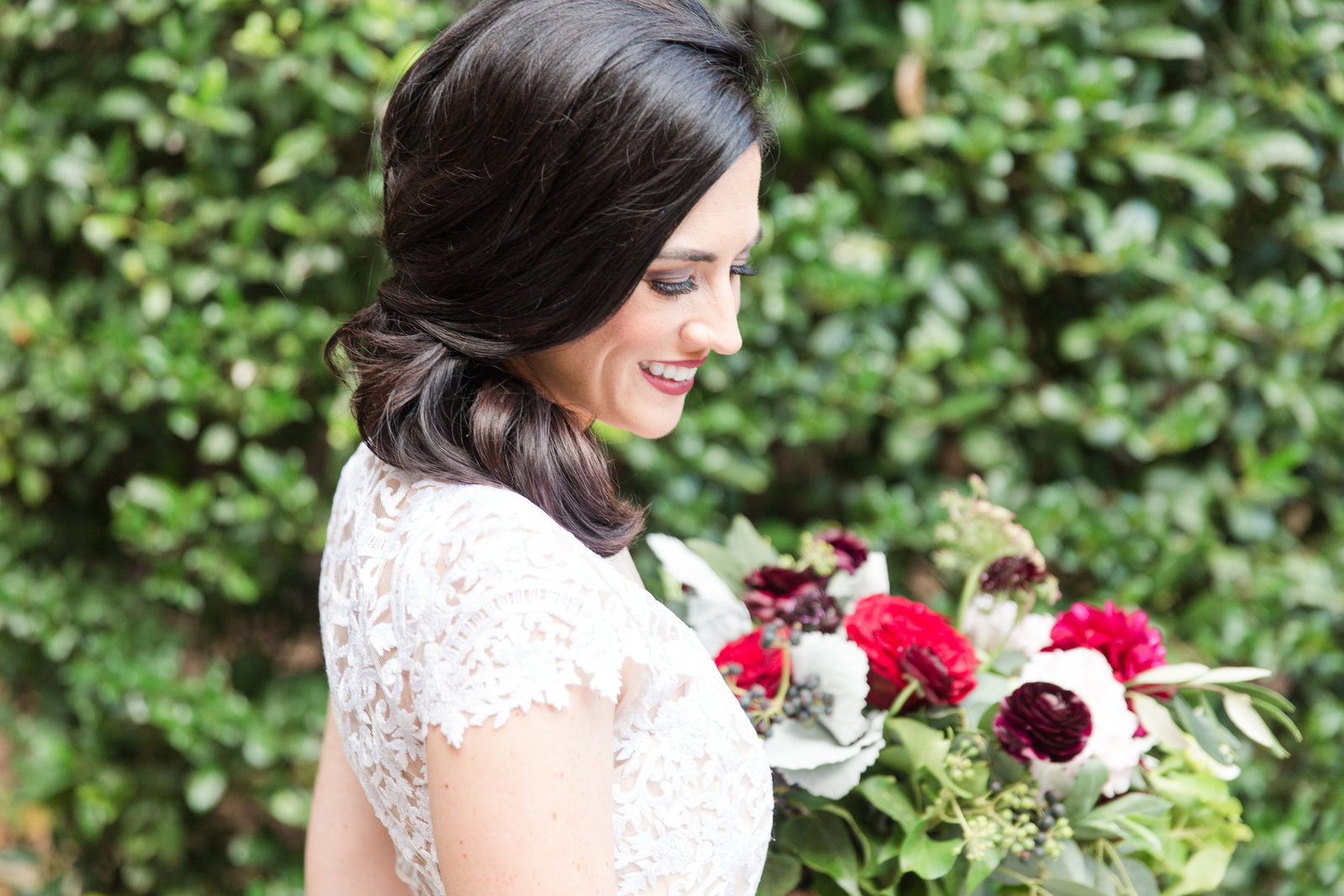 gorgeous bride and her lush and wine inspired bouquet from everly alaine florals