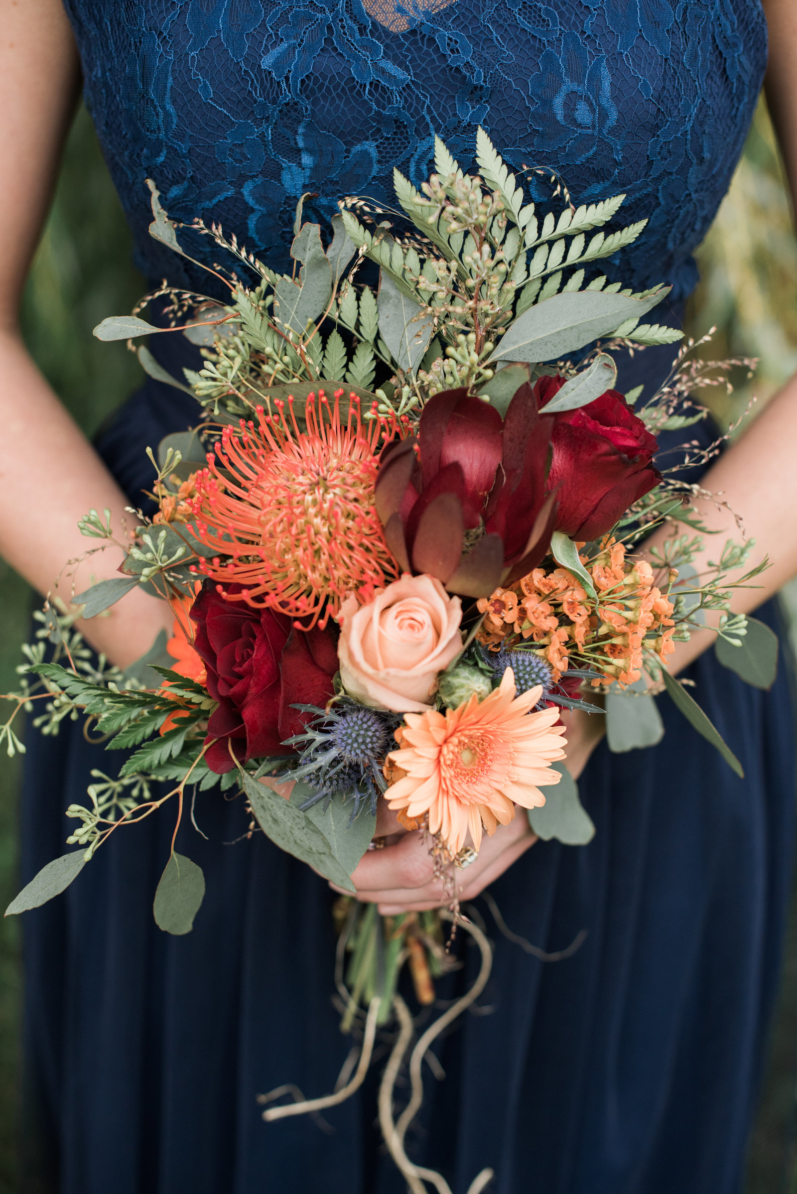 Fall florals at quincy cellars wedding in fall