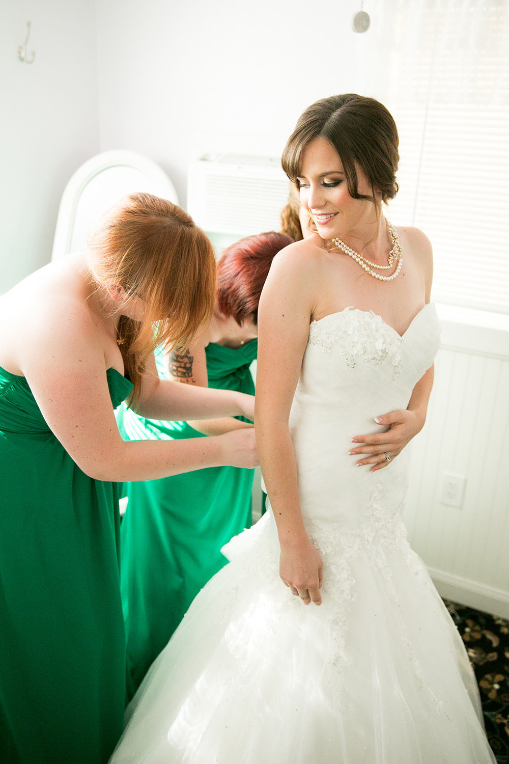bride getting ready bridesmaids with green dresses